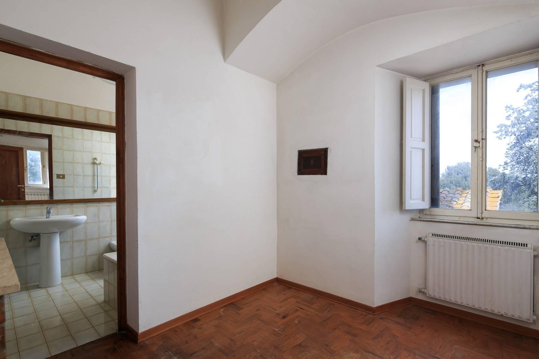 Prächtige historische Villa mit neoklassizistischer Kapelle und Park - 17