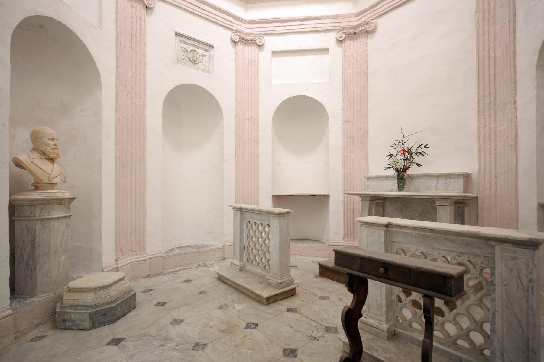 Prächtige historische Villa mit neoklassizistischer Kapelle und Park - 21