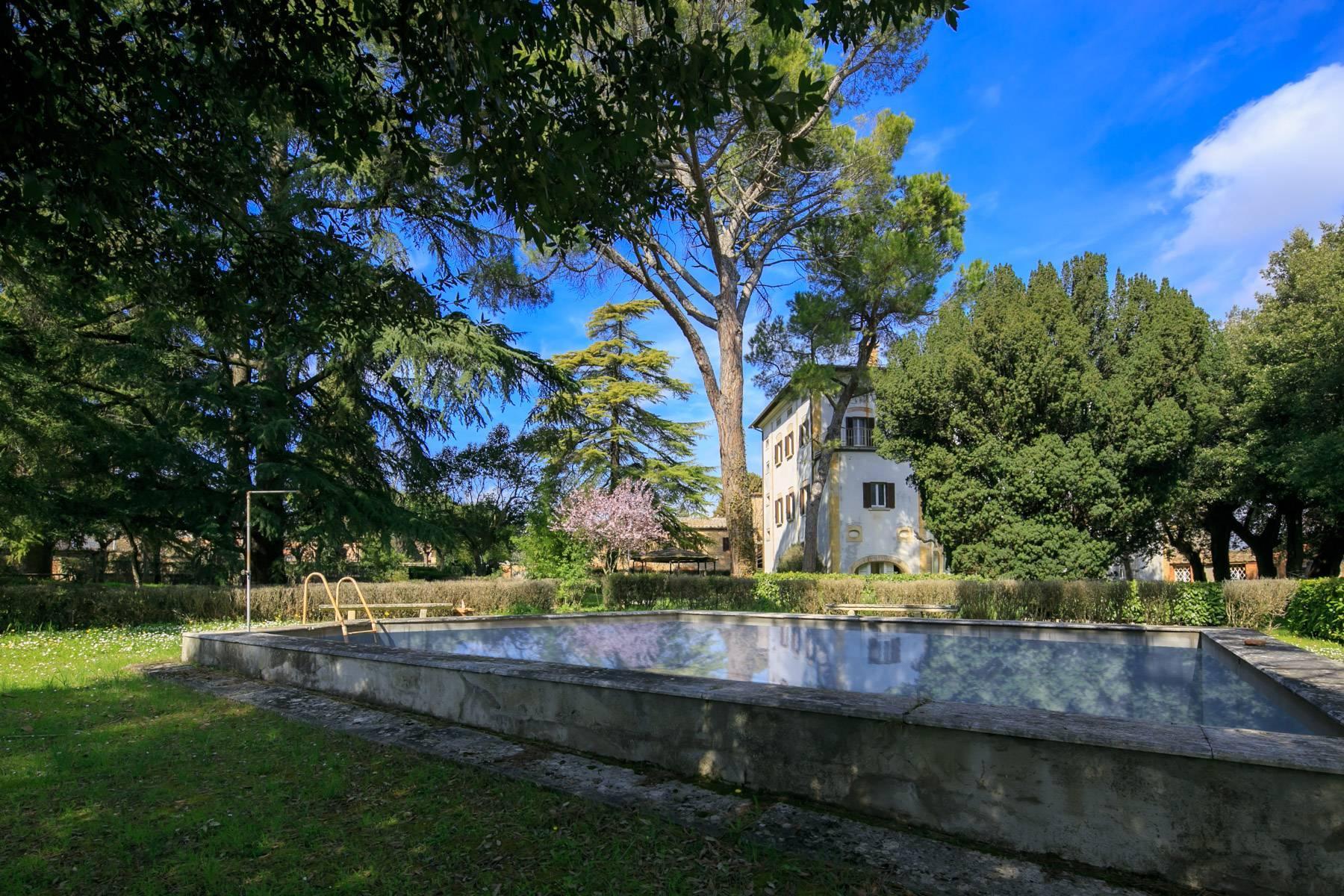 Prächtige historische Villa mit neoklassizistischer Kapelle und Park - 38