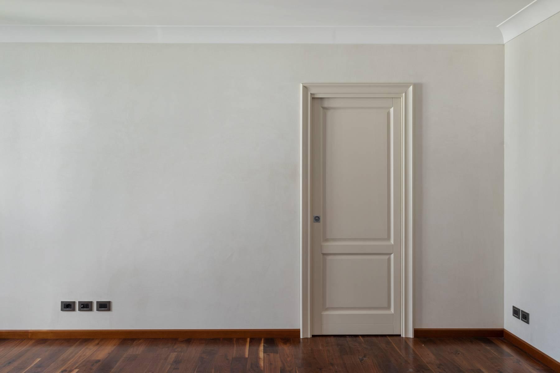 Bright apartment in Piazza San Carlo - 5