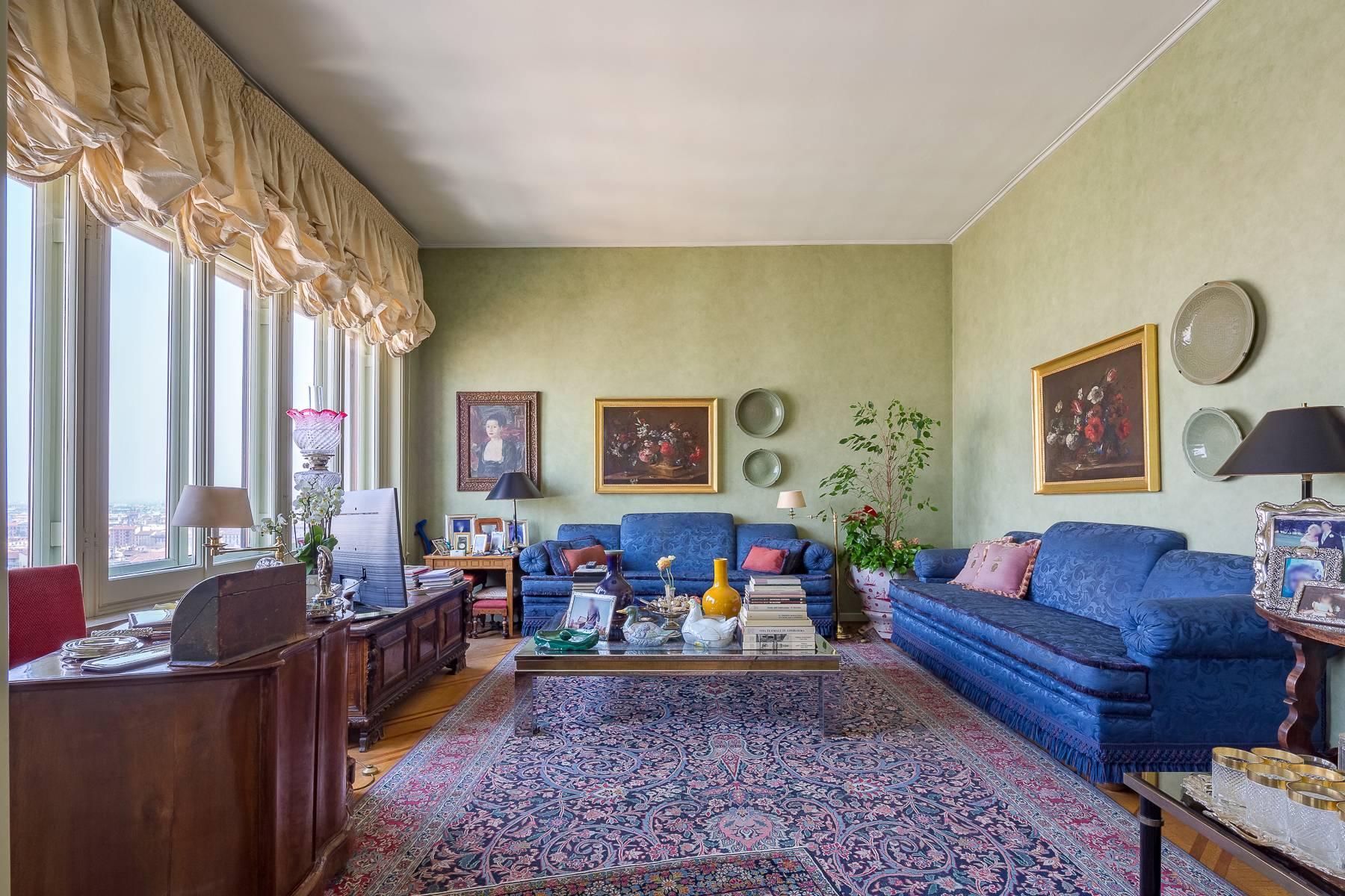 位于米兰中心区域带露台的精美顶层复式公寓 - 5