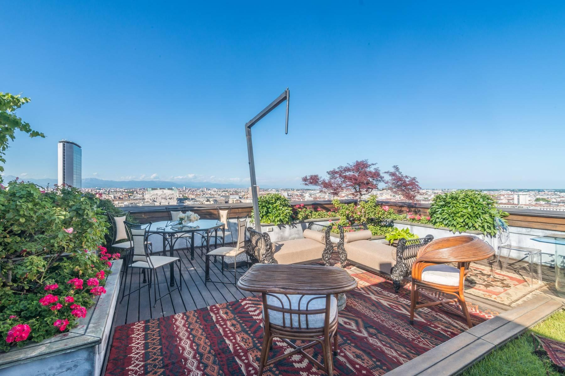 Wonderful duplex penthouse with terrace in the central area of Milan - 3