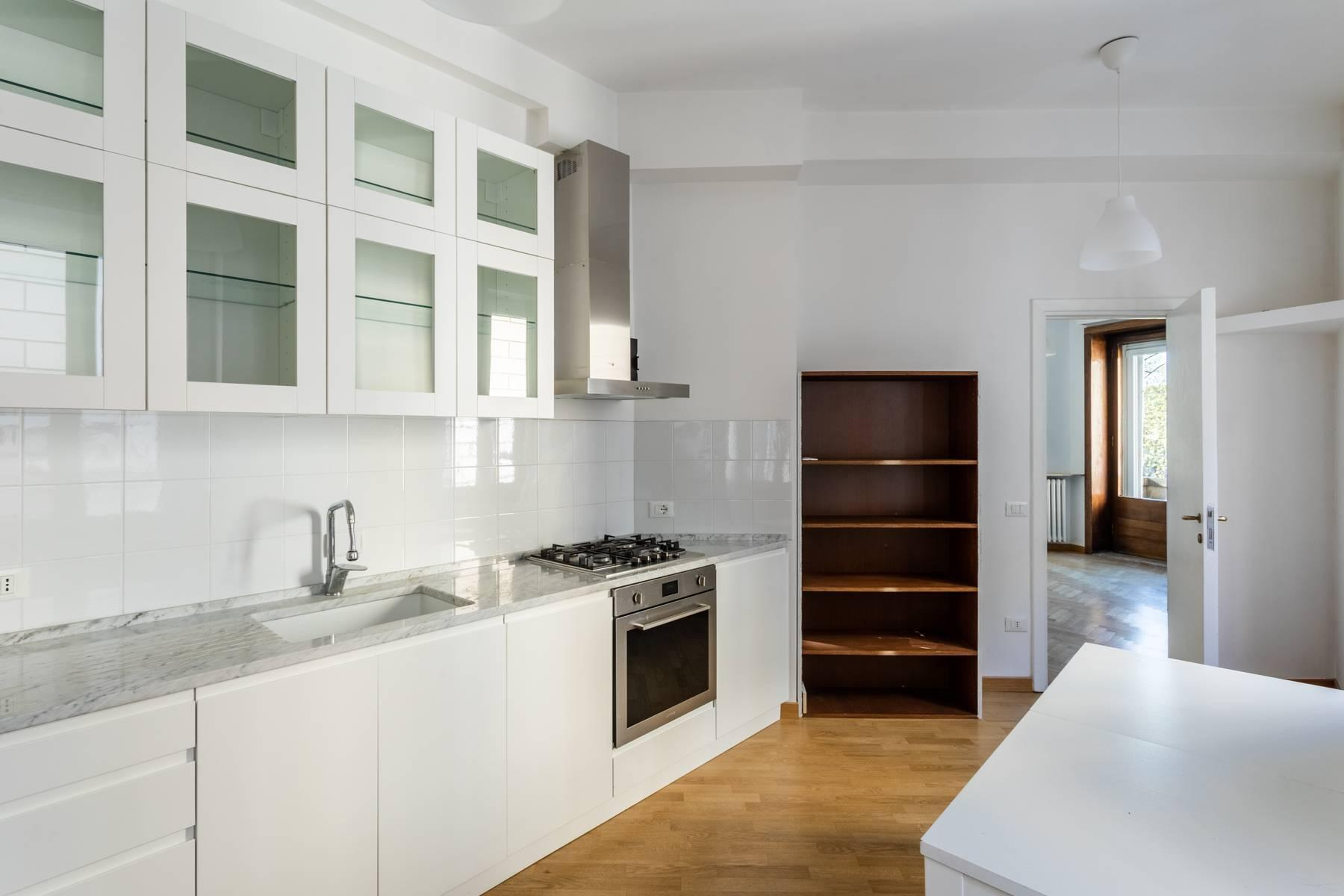 Bright apartment overlooking the Tiber in the historical city center - 2