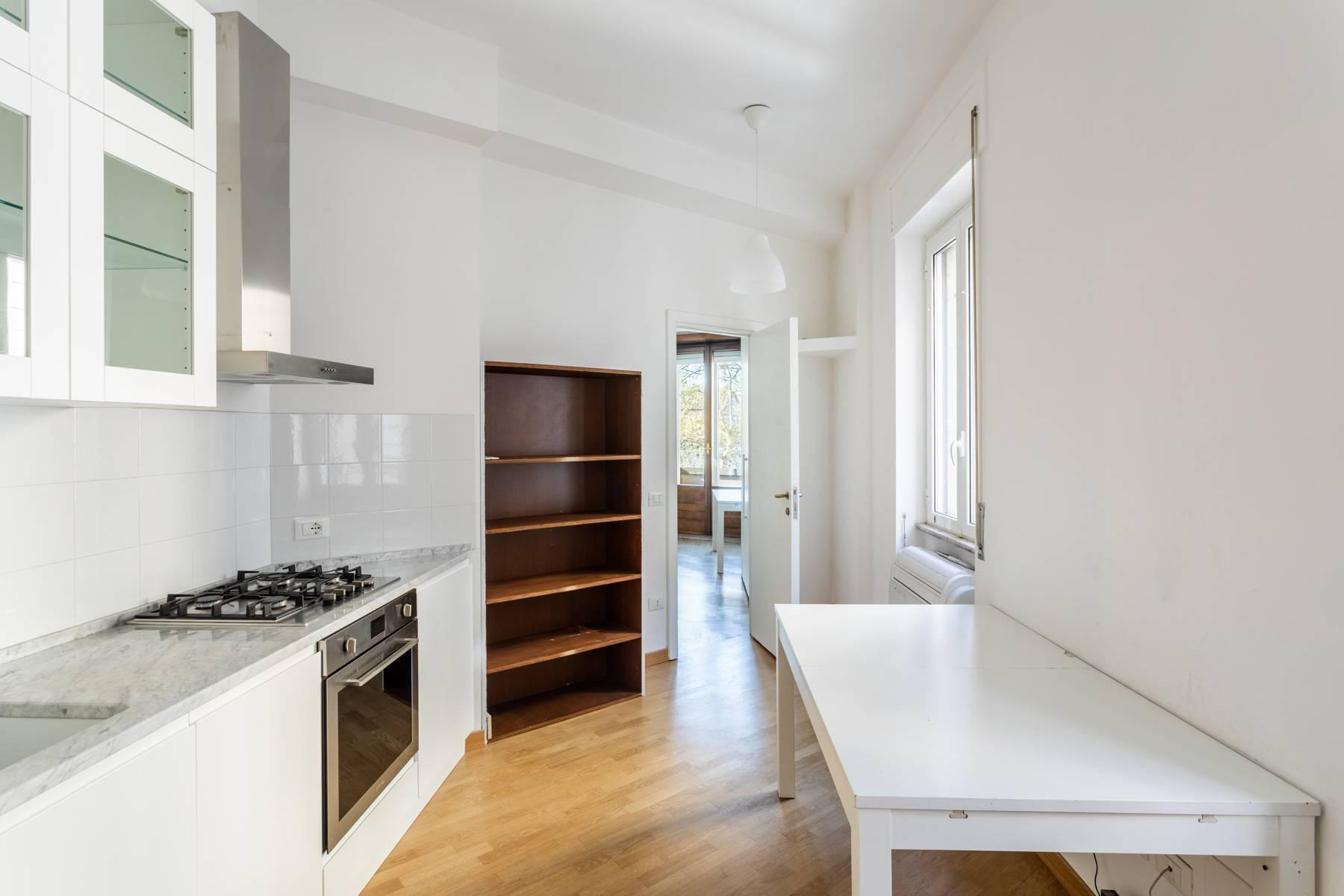Bright apartment overlooking the Tiber in the historical city center - 3