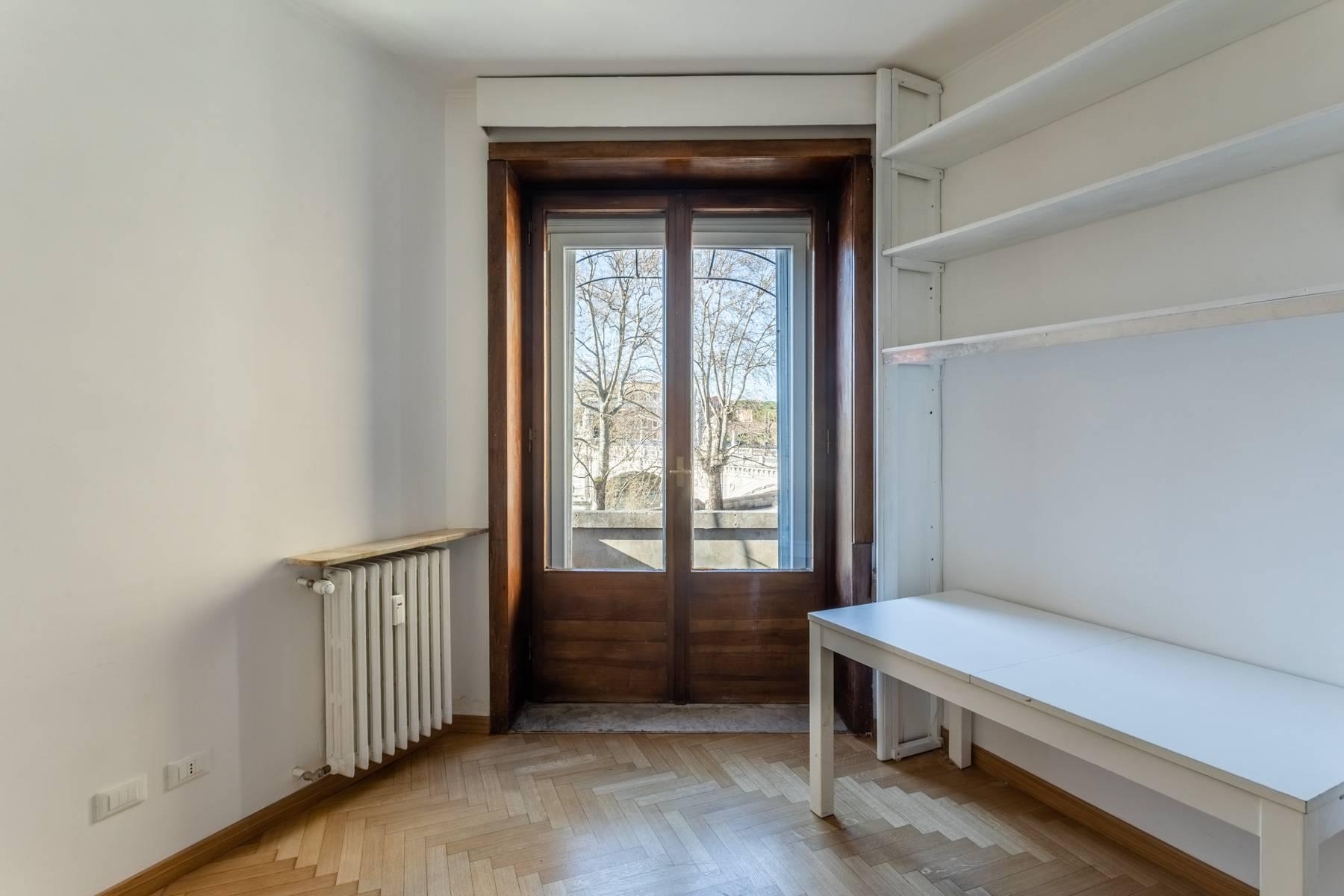 Bright apartment overlooking the Tiber in the historical city center - 8