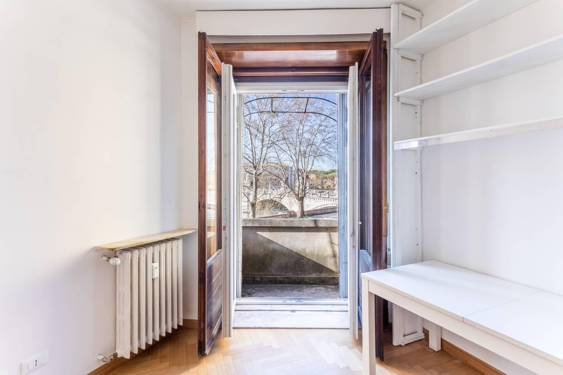 Bright apartment overlooking the Tiber in the historical city center - 1
