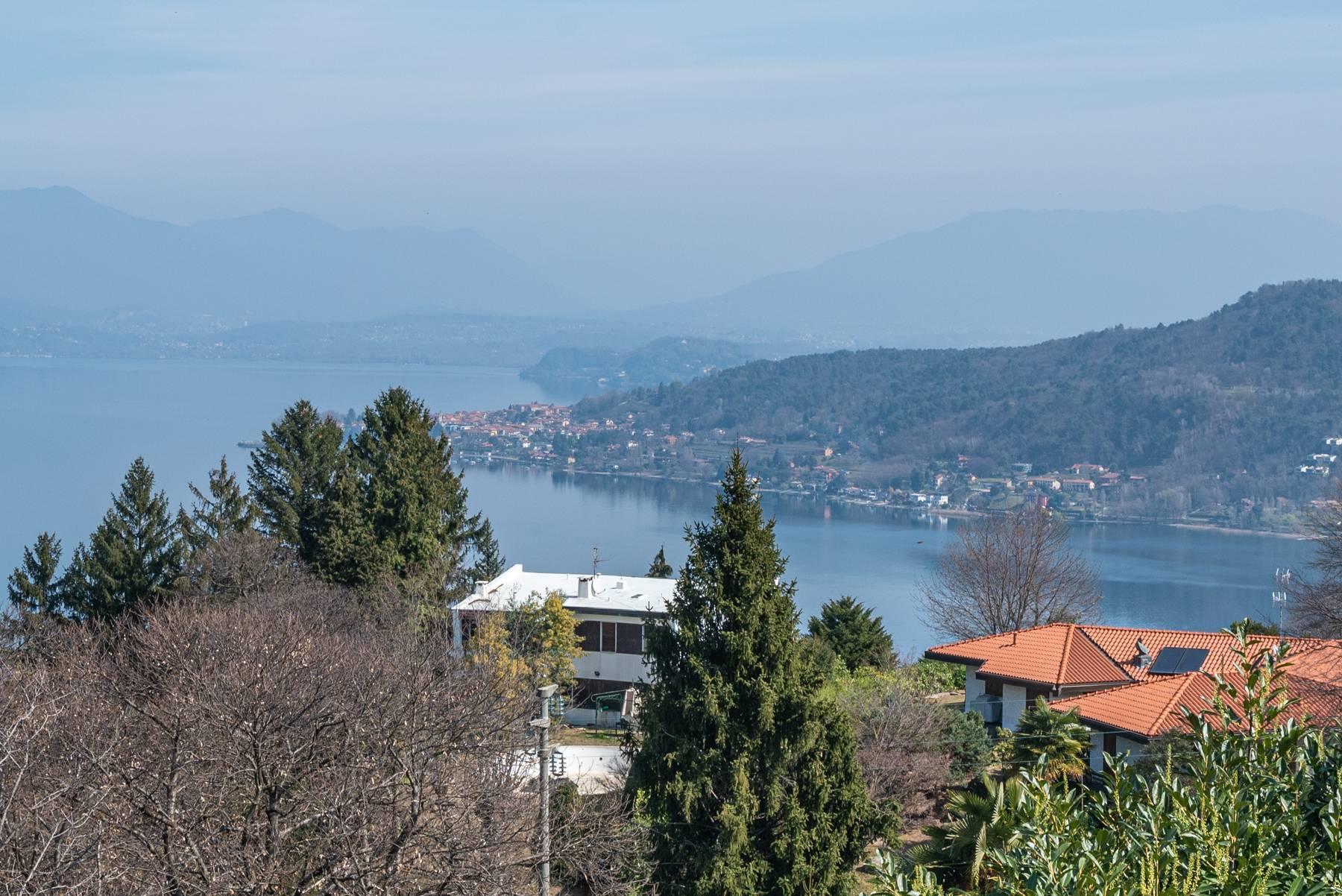 Вилла на холмах Ароны с видом на озеро - 9