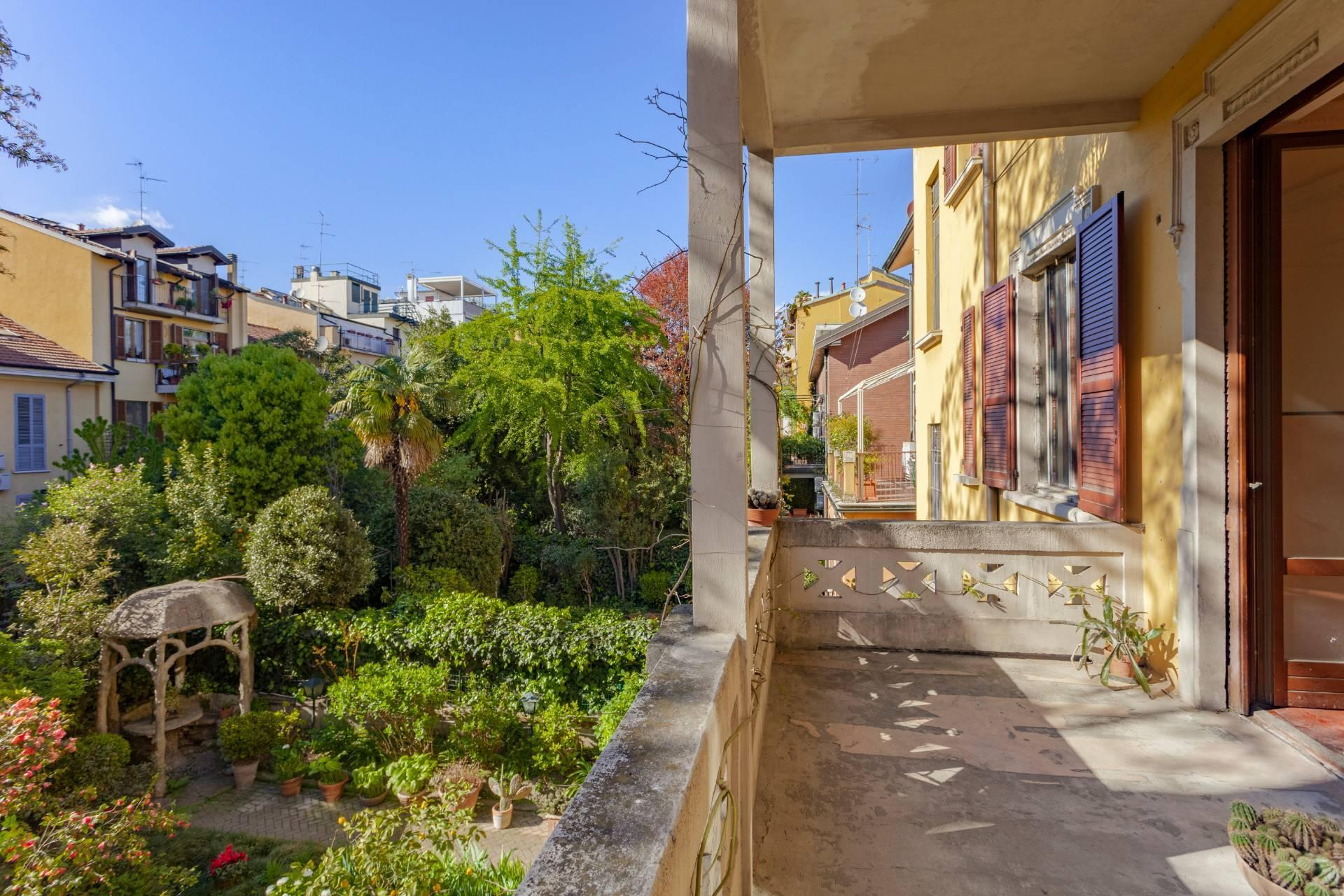 Elegant residence overlooking a lush flower garden - 5
