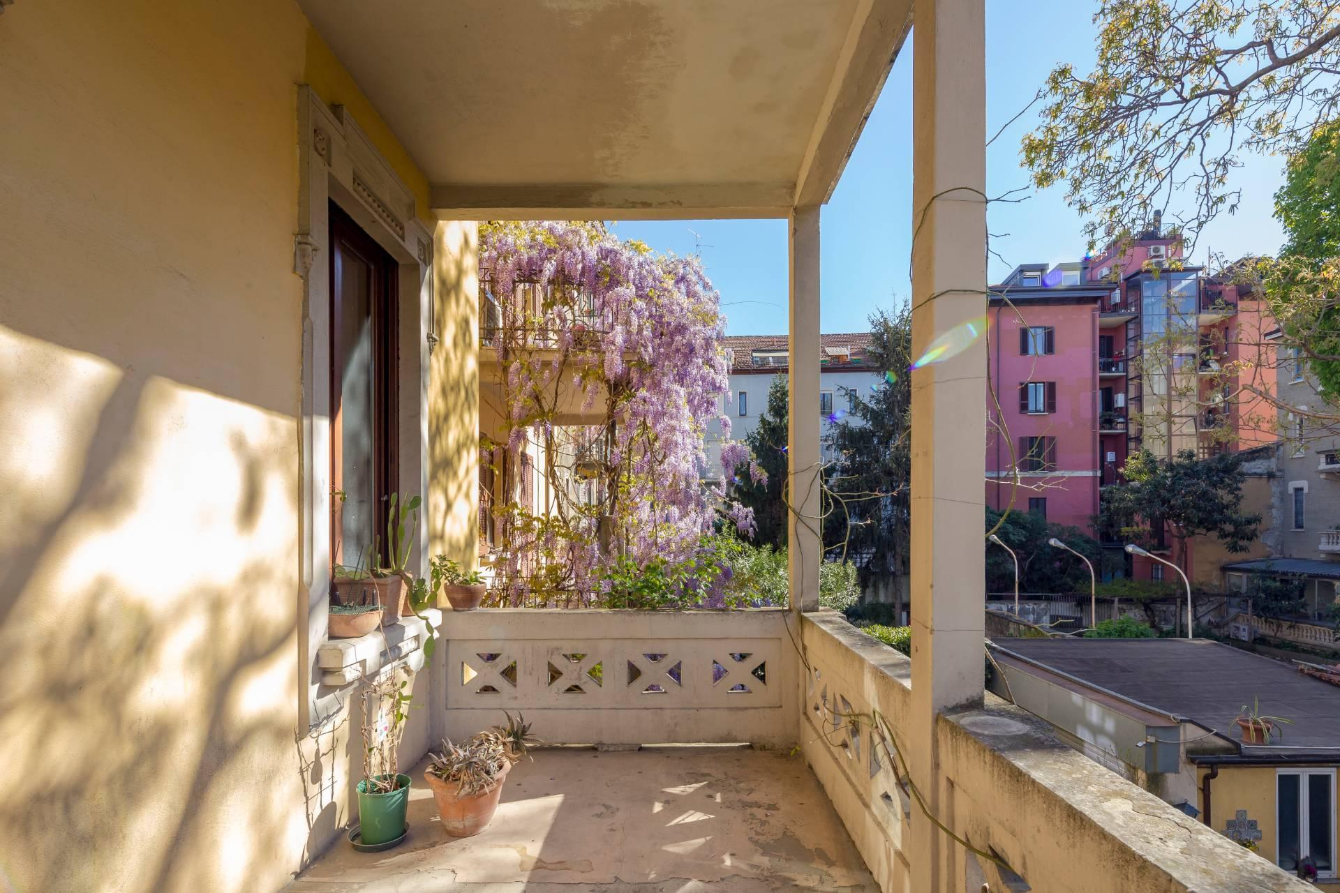 Elegant residence overlooking a lush flower garden - 6
