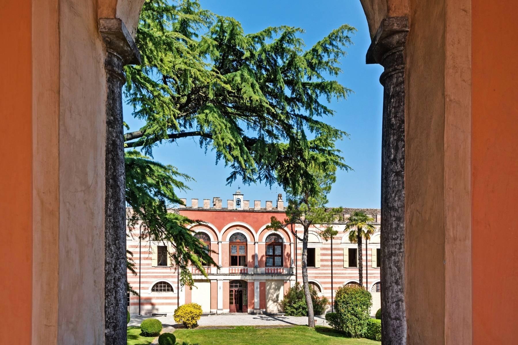 Historische Villa auf den Moränenhügeln in der Nähe des Gardasees - 10