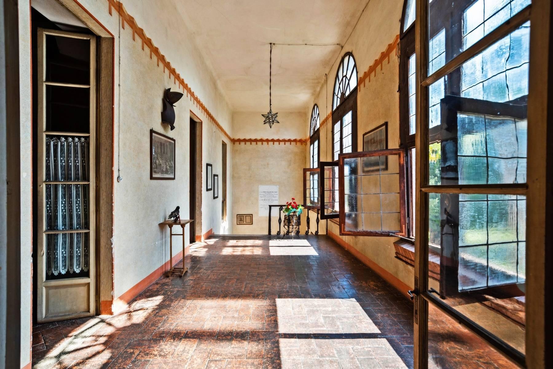 Historische Villa auf den Moränenhügeln in der Nähe des Gardasees - 14