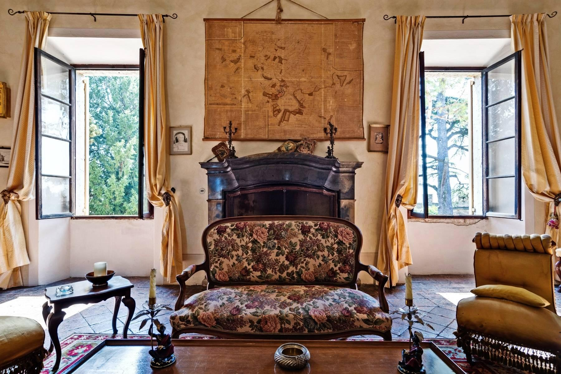 Historische Villa auf den Moränenhügeln in der Nähe des Gardasees - 12