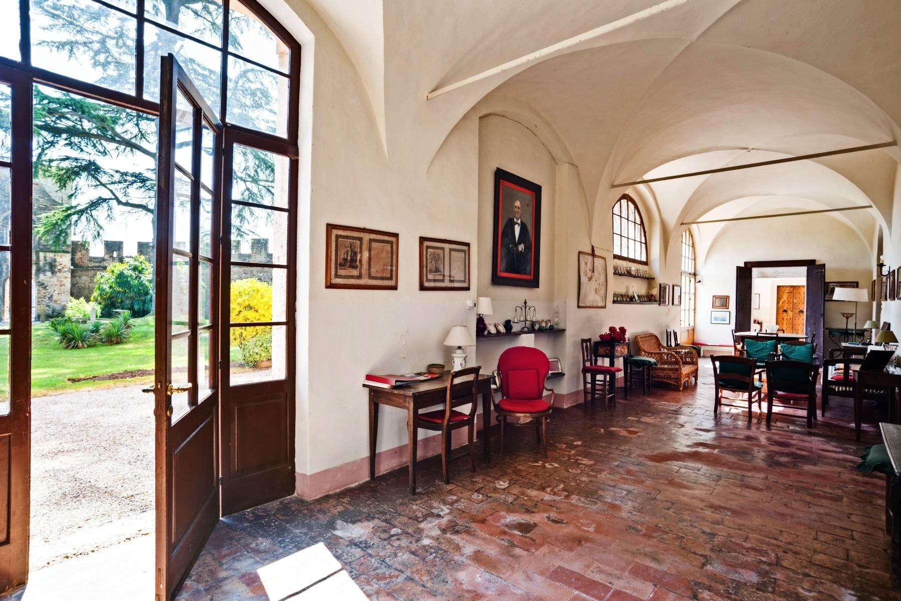 Historische Villa auf den Moränenhügeln in der Nähe des Gardasees - 15