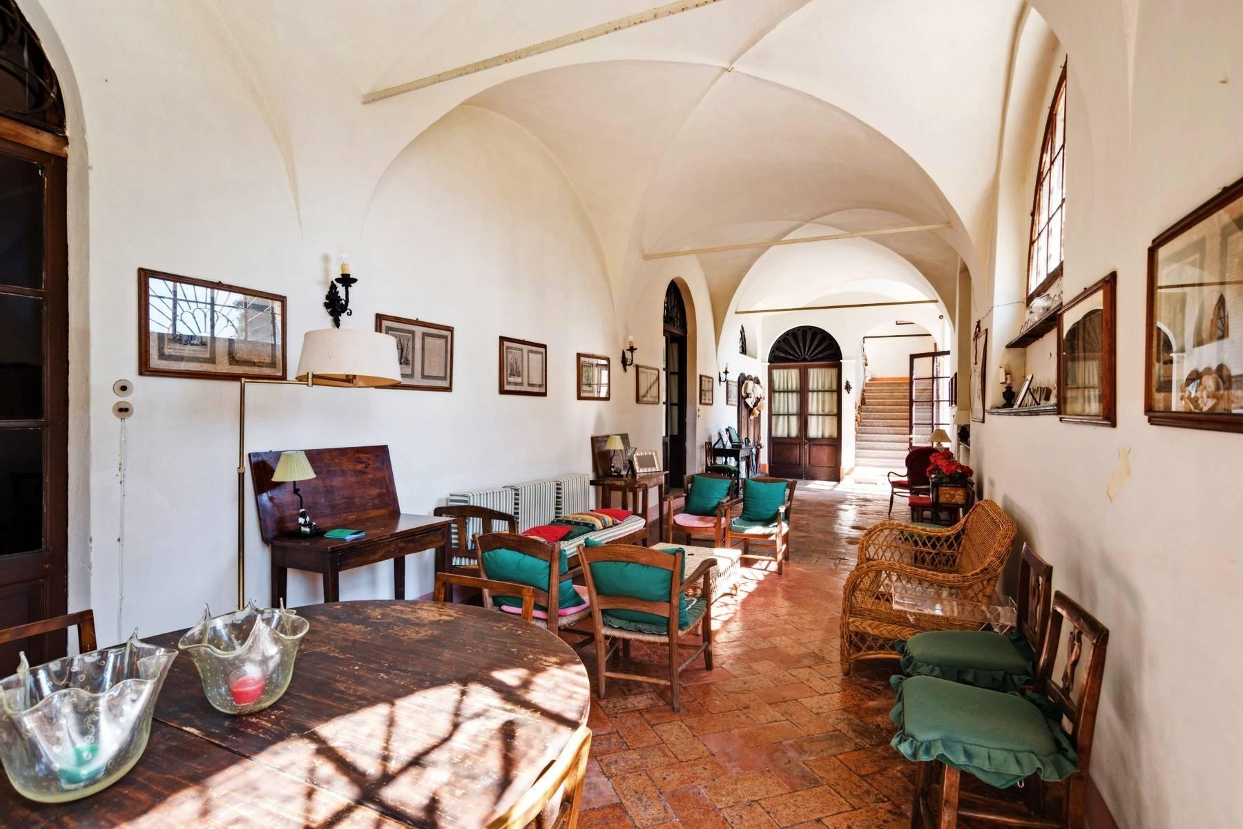 Historische Villa auf den Moränenhügeln in der Nähe des Gardasees - 20