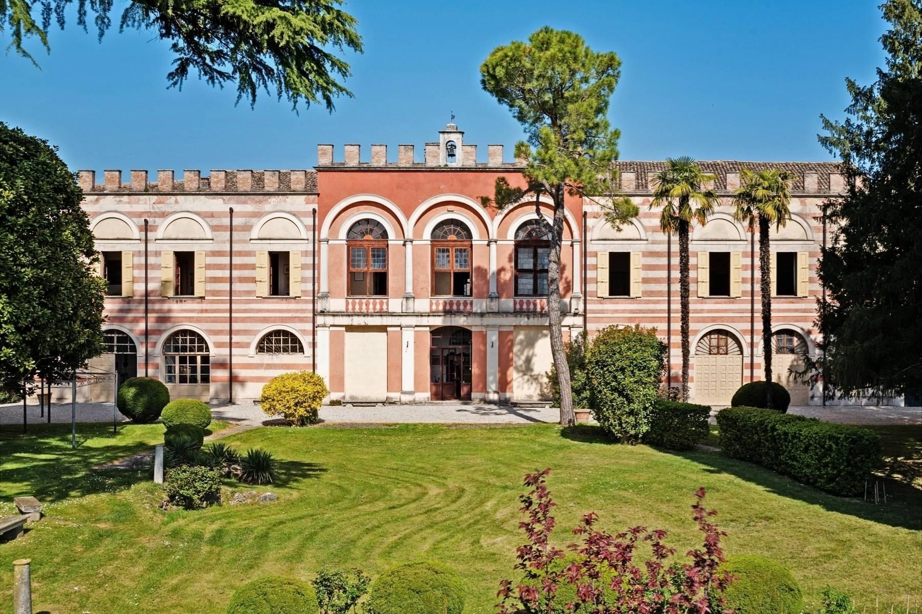 Historische Villa auf den Moränenhügeln in der Nähe des Gardasees - 28