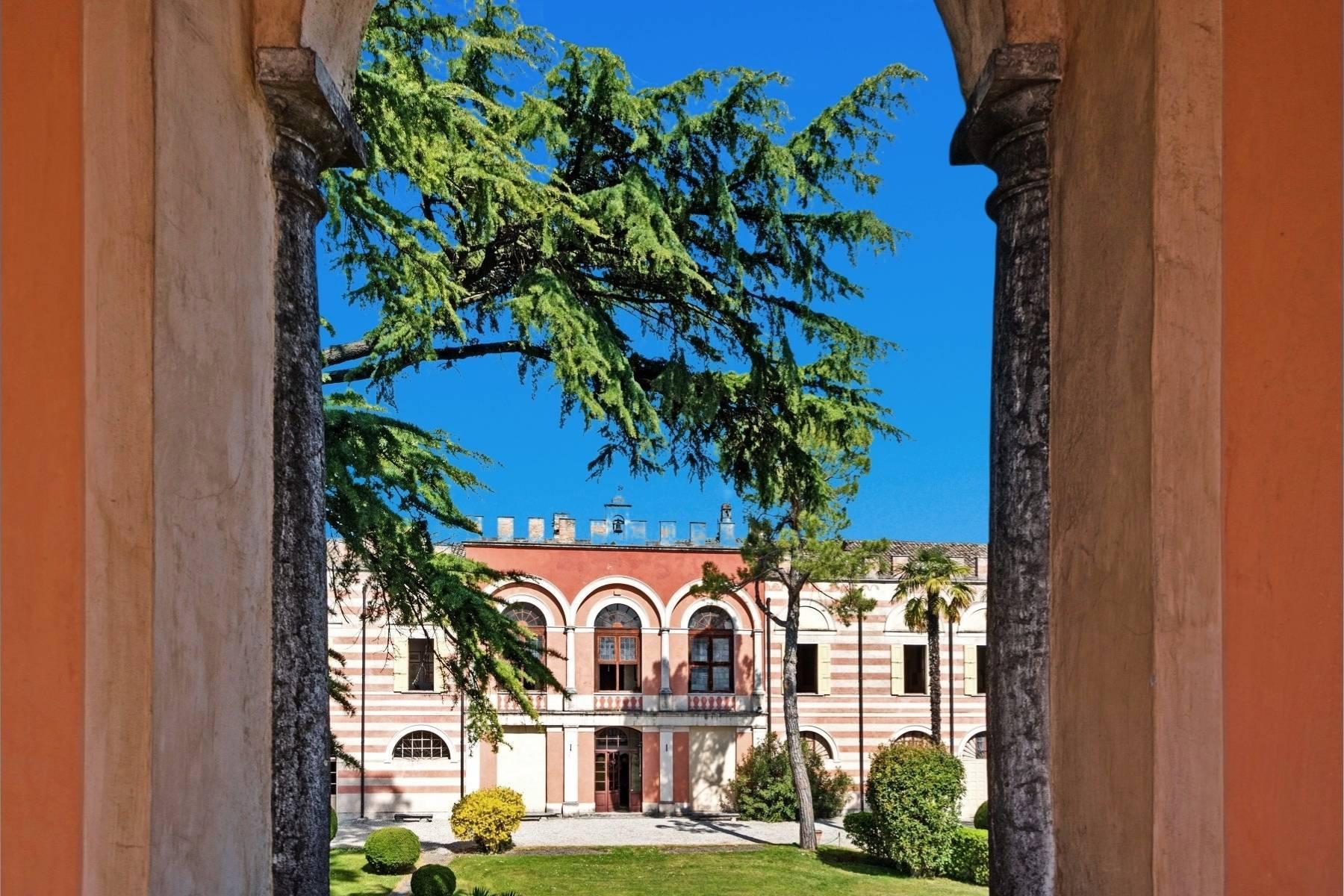 Historische Villa auf den Moränenhügeln in der Nähe des Gardasees - 22
