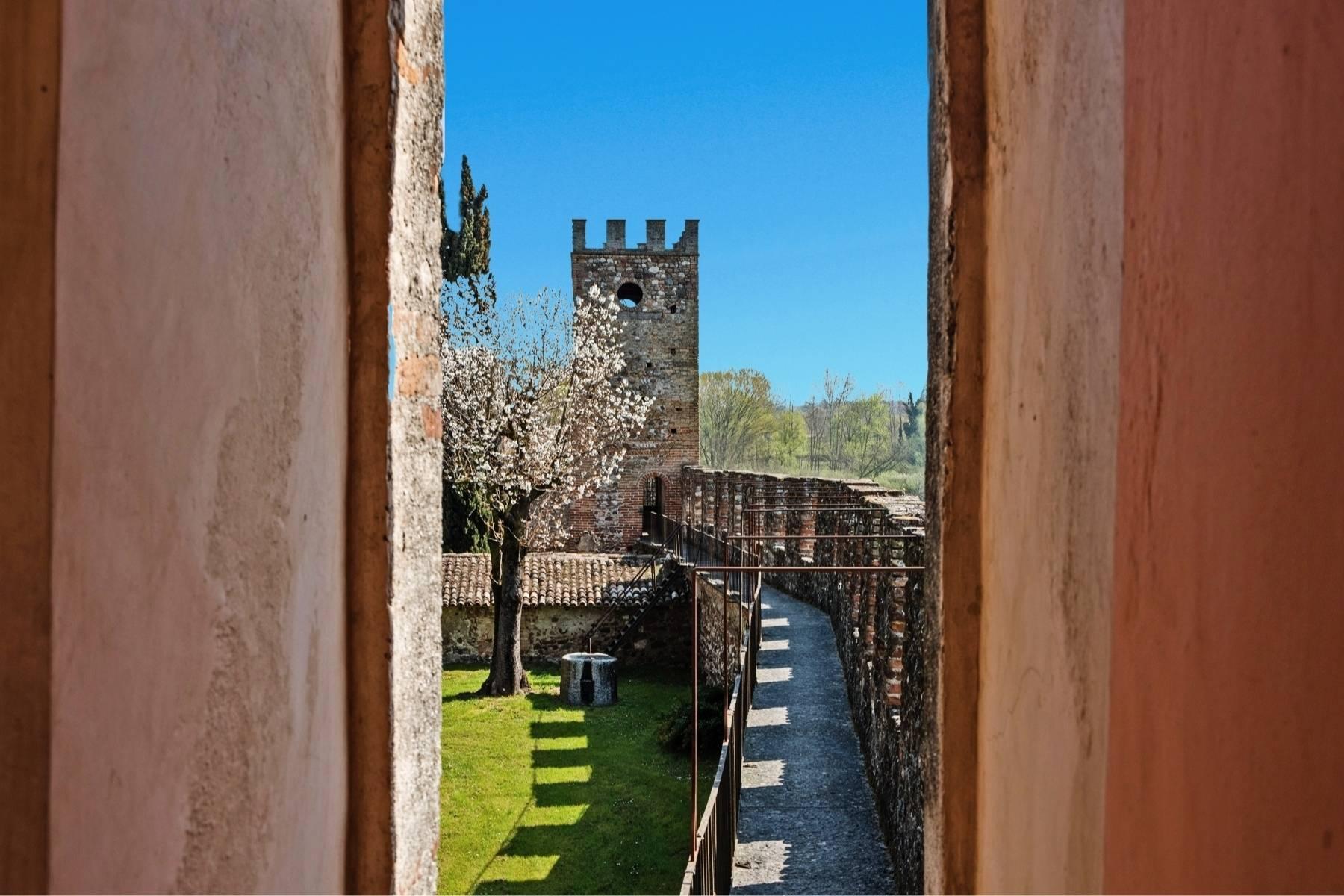 Historische Villa auf den Moränenhügeln in der Nähe des Gardasees - 23
