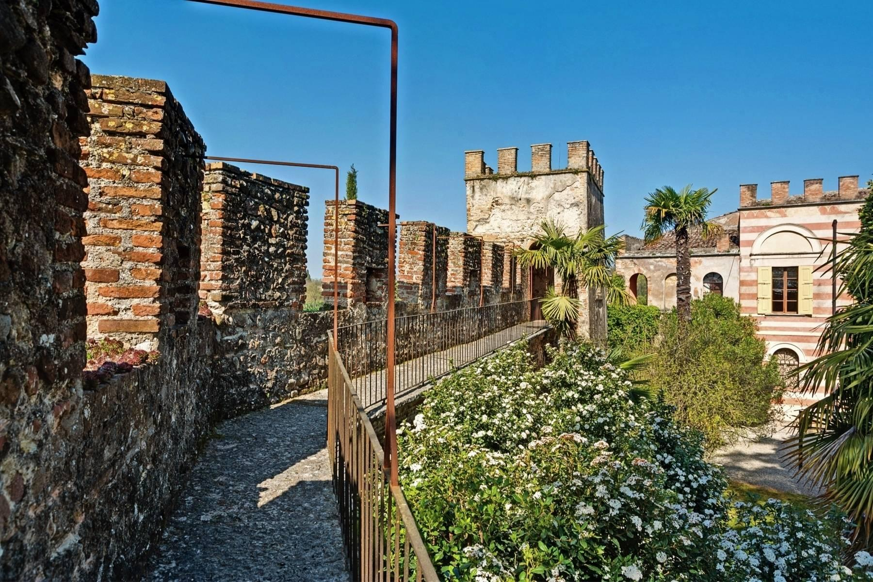 Historische Villa auf den Moränenhügeln in der Nähe des Gardasees - 9
