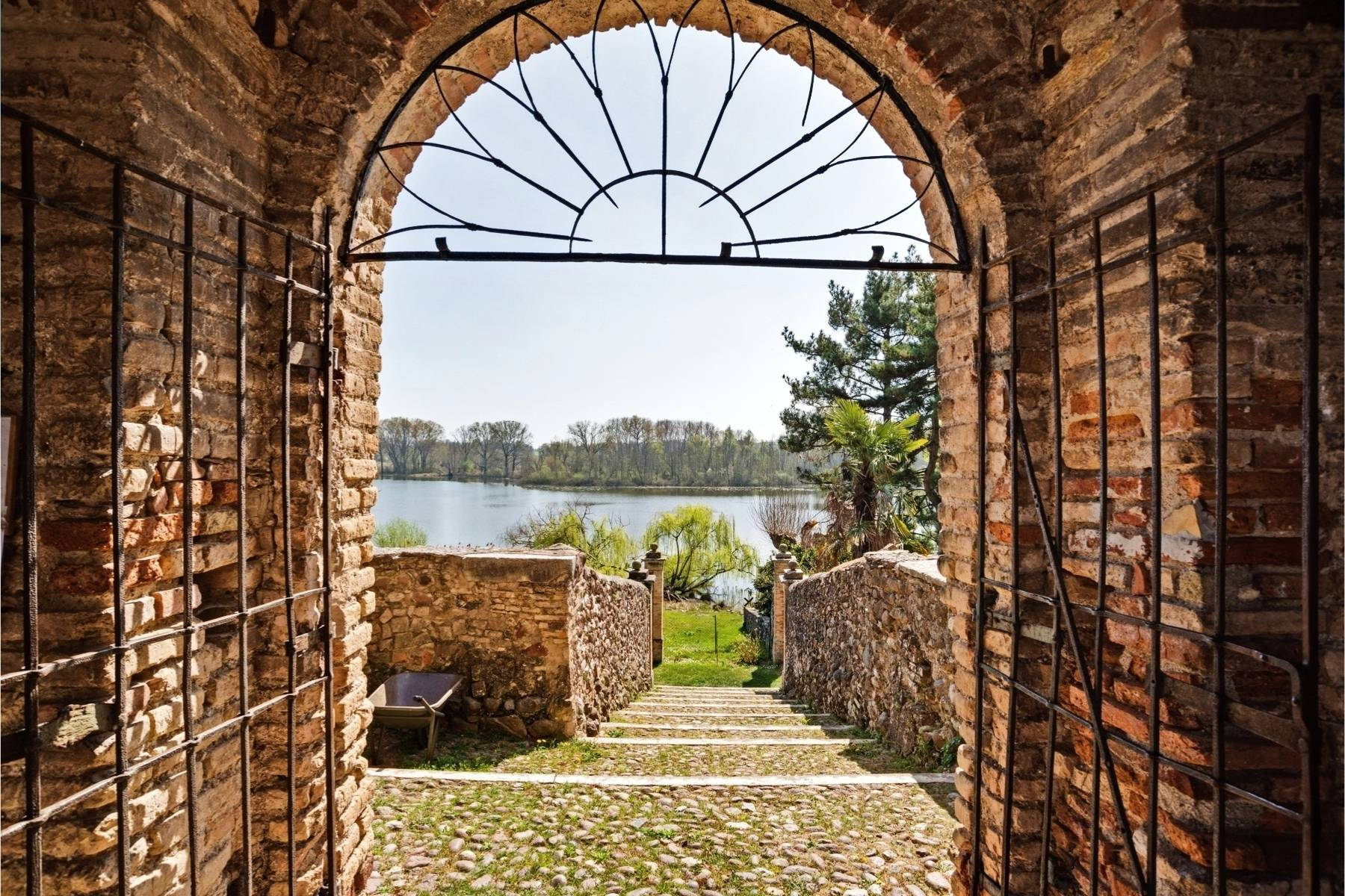 Historische Villa auf den Moränenhügeln in der Nähe des Gardasees - 24