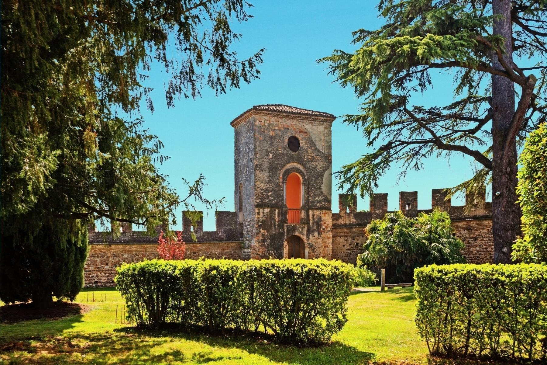 Historische Villa auf den Moränenhügeln in der Nähe des Gardasees - 25