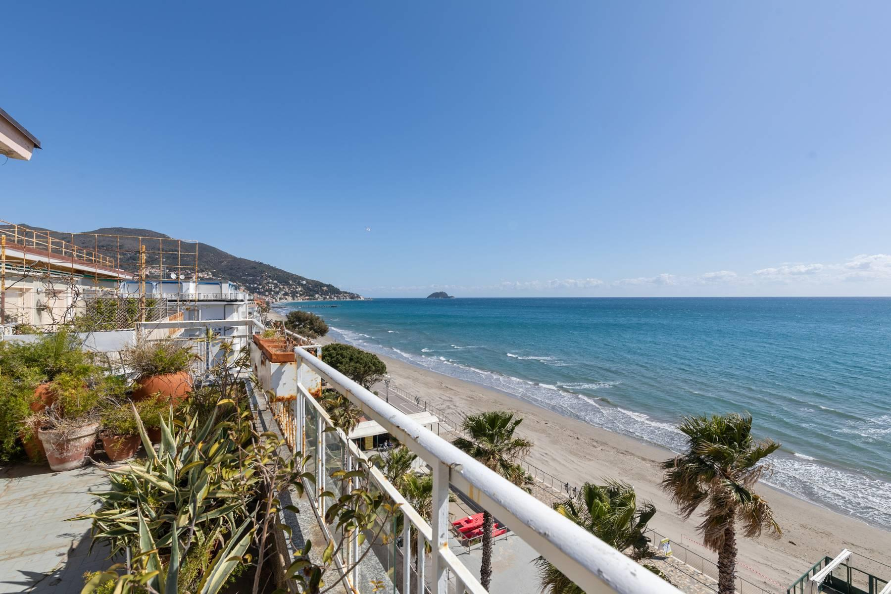 Panoramic penthouse with terrace and incomparable sea view - 8