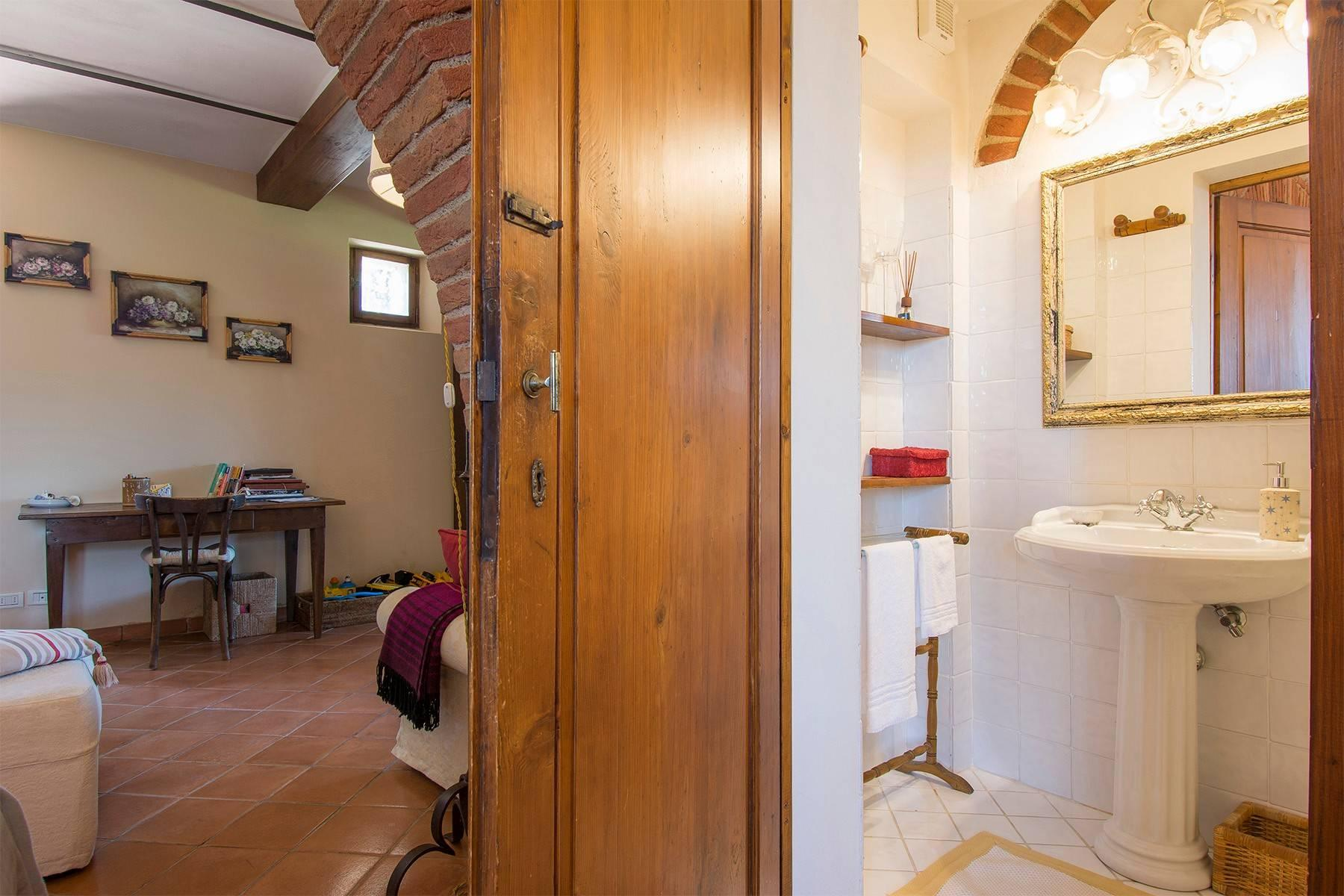 House in the Tuscan Hills for Sale - 32