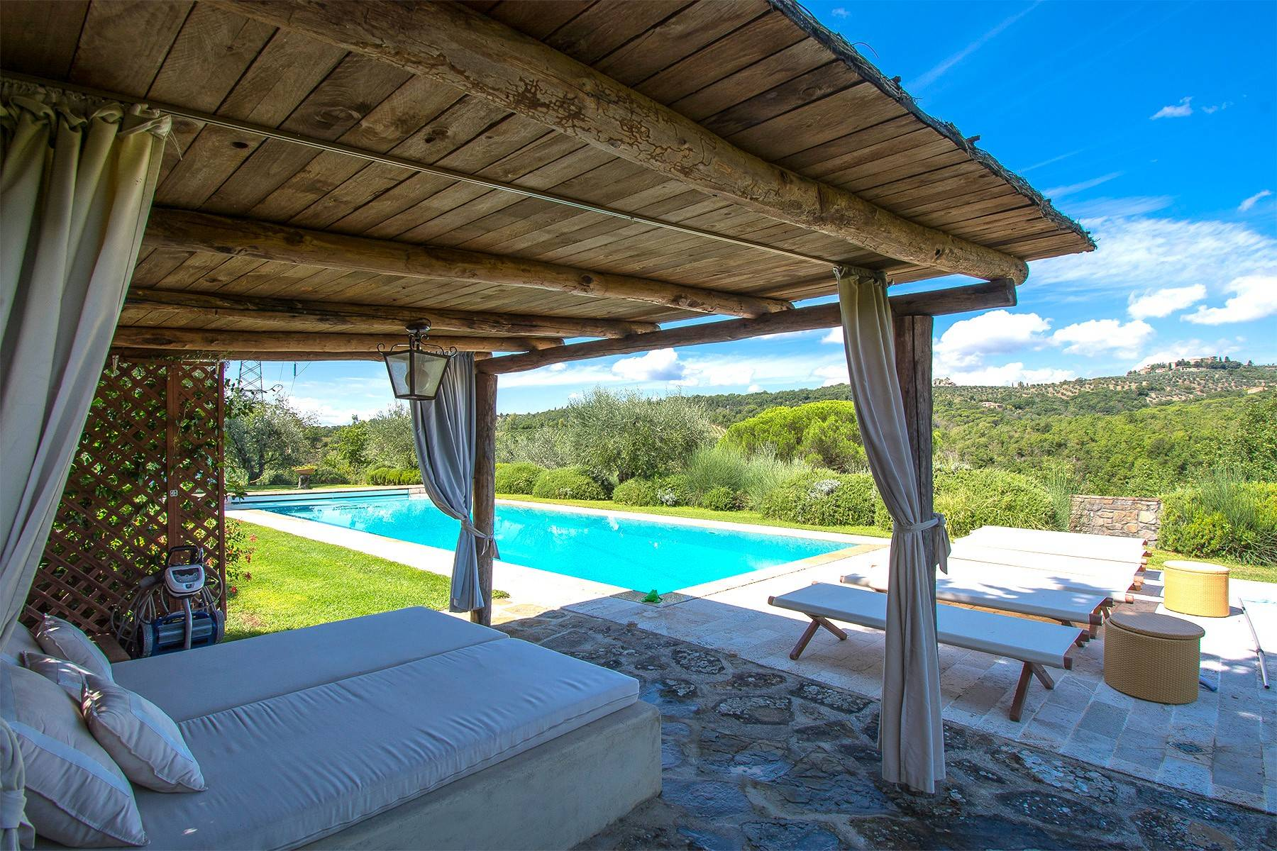 House in the Tuscan Hills for Sale - 34
