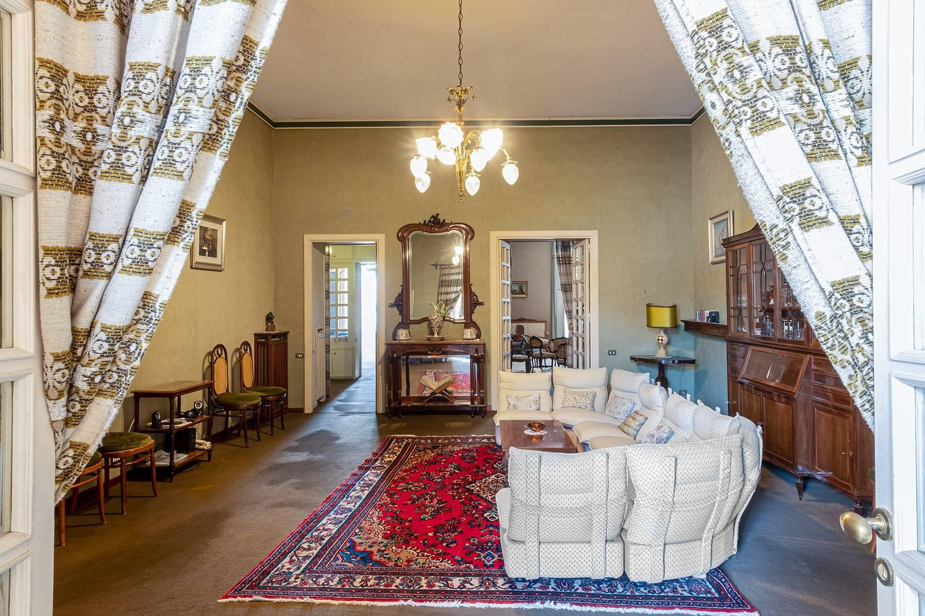 Prächtige repräsentative Wohnung in einer historischen Residenz - 12
