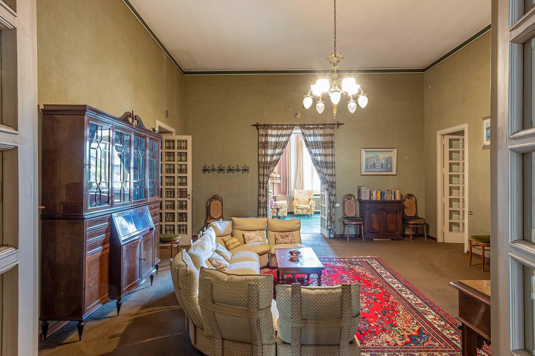 Prächtige repräsentative Wohnung in einer historischen Residenz - 13