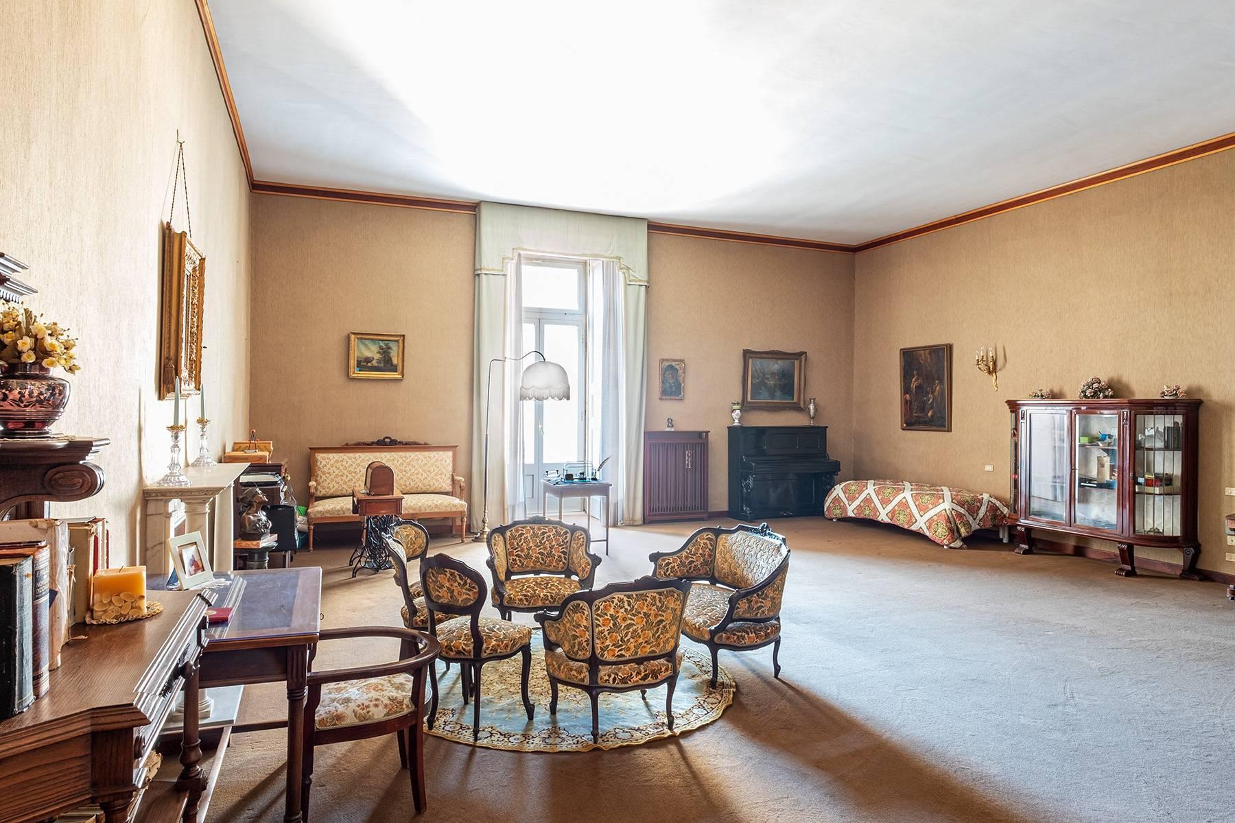 Prächtige repräsentative Wohnung in einer historischen Residenz - 9