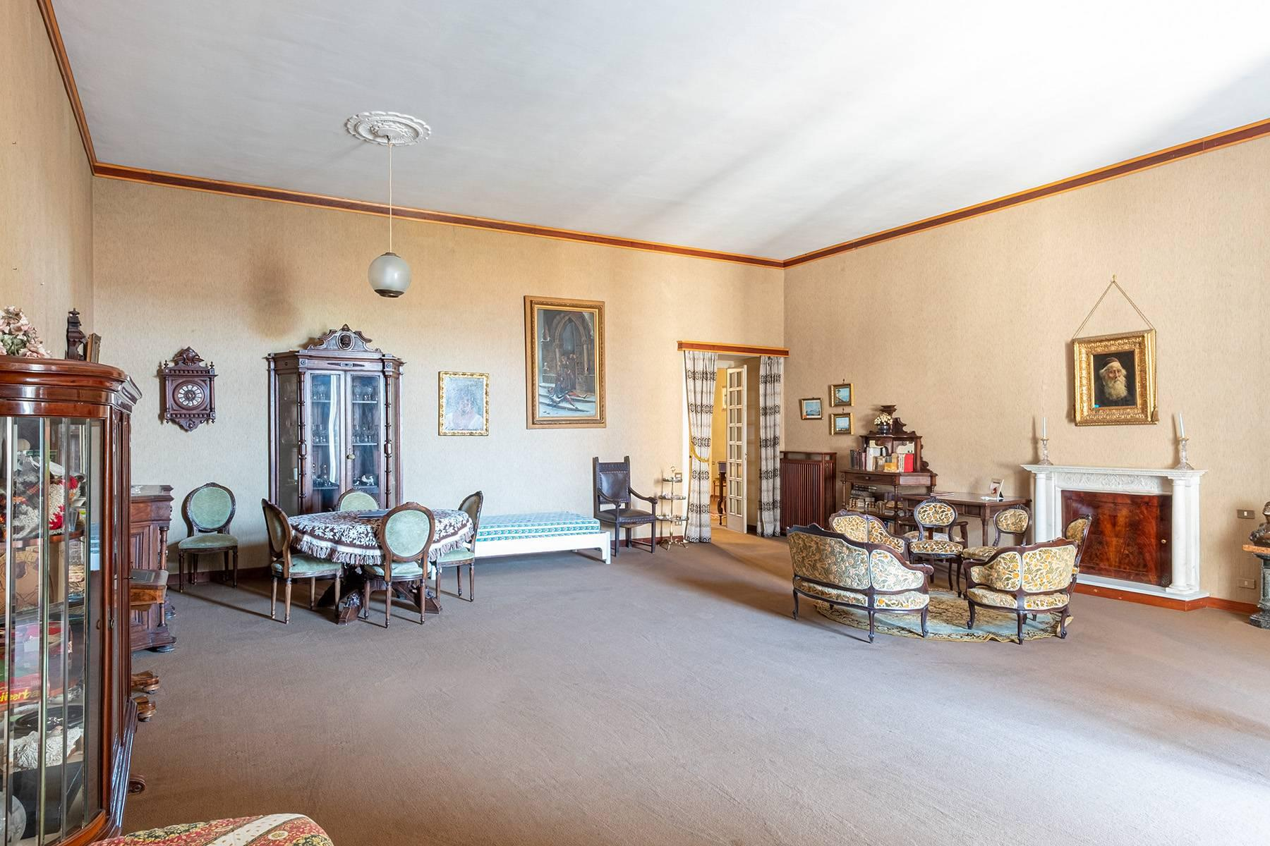 Prächtige repräsentative Wohnung in einer historischen Residenz - 10