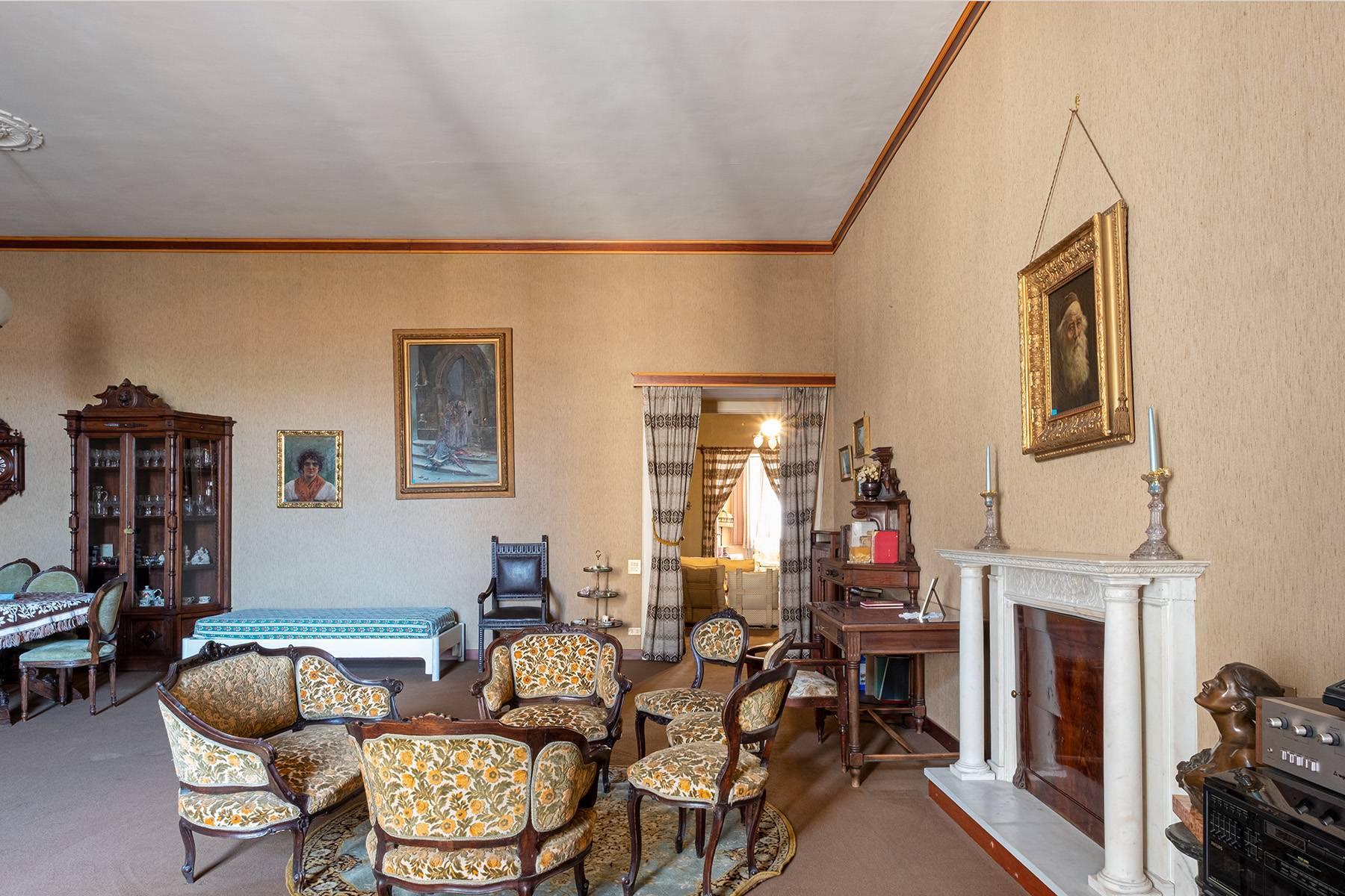 Prächtige repräsentative Wohnung in einer historischen Residenz - 11