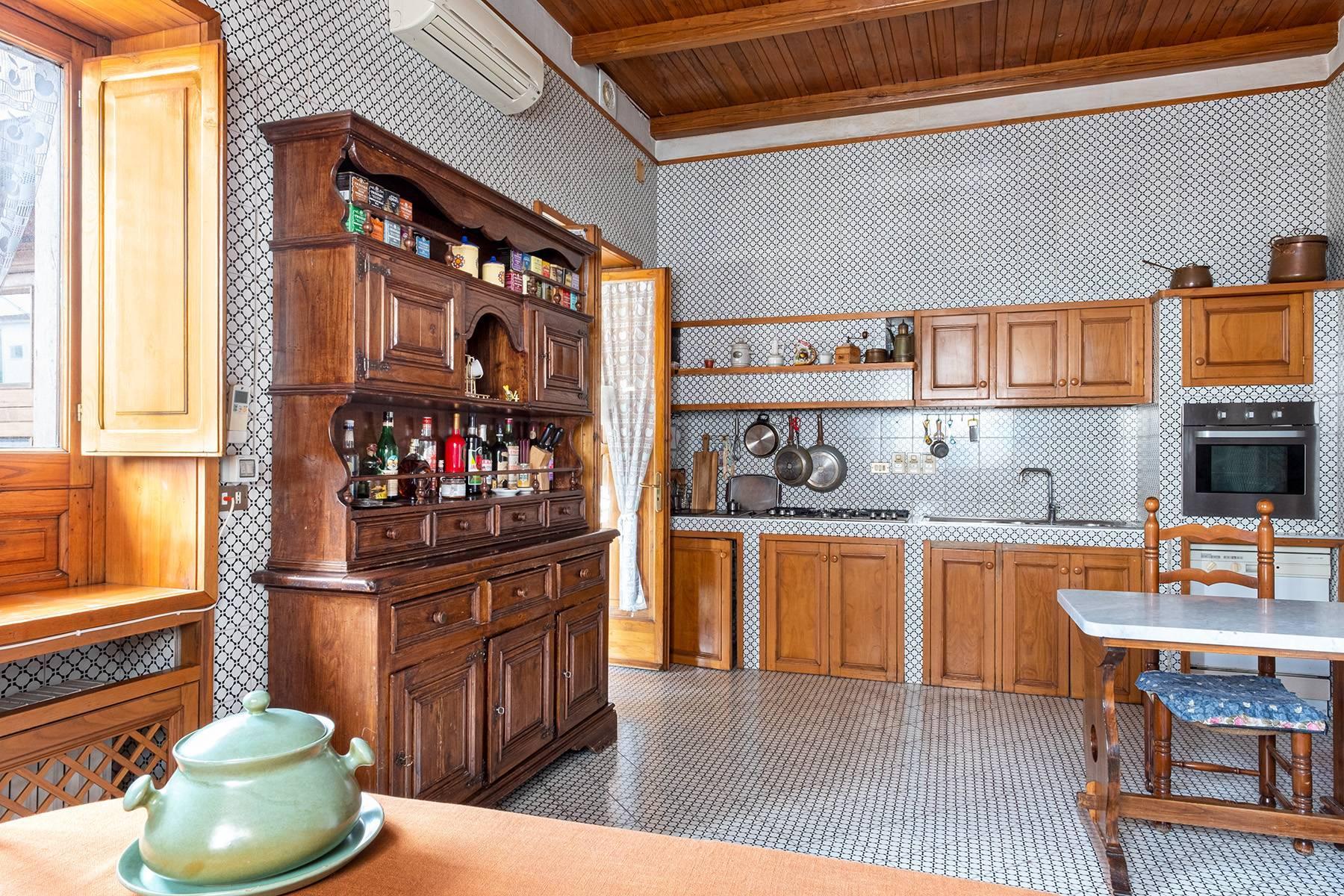Prächtige repräsentative Wohnung in einer historischen Residenz - 14