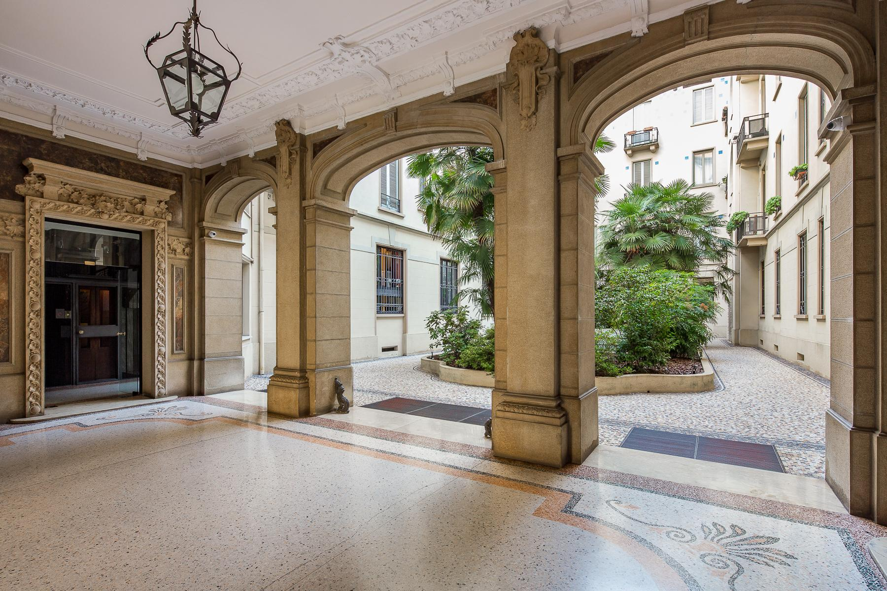 Charming penthouse with roof terrace in an elegant historic building - 22