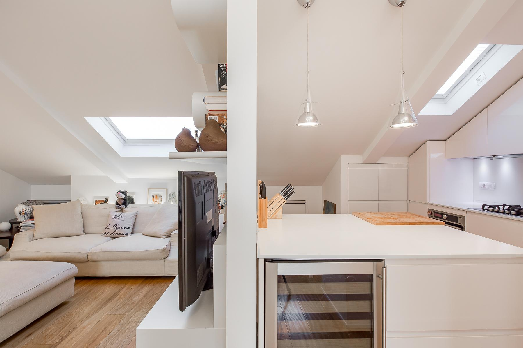 Charming penthouse with roof terrace in an elegant historic building - 13