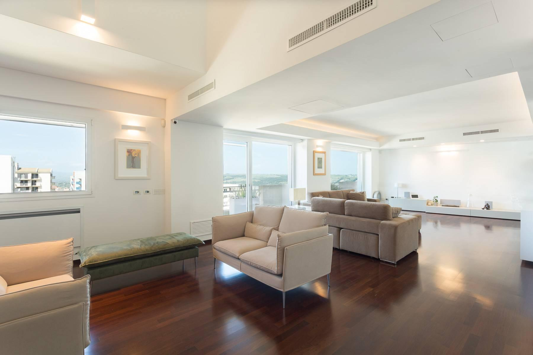 Exclusive penthouse with panoramic view - 6