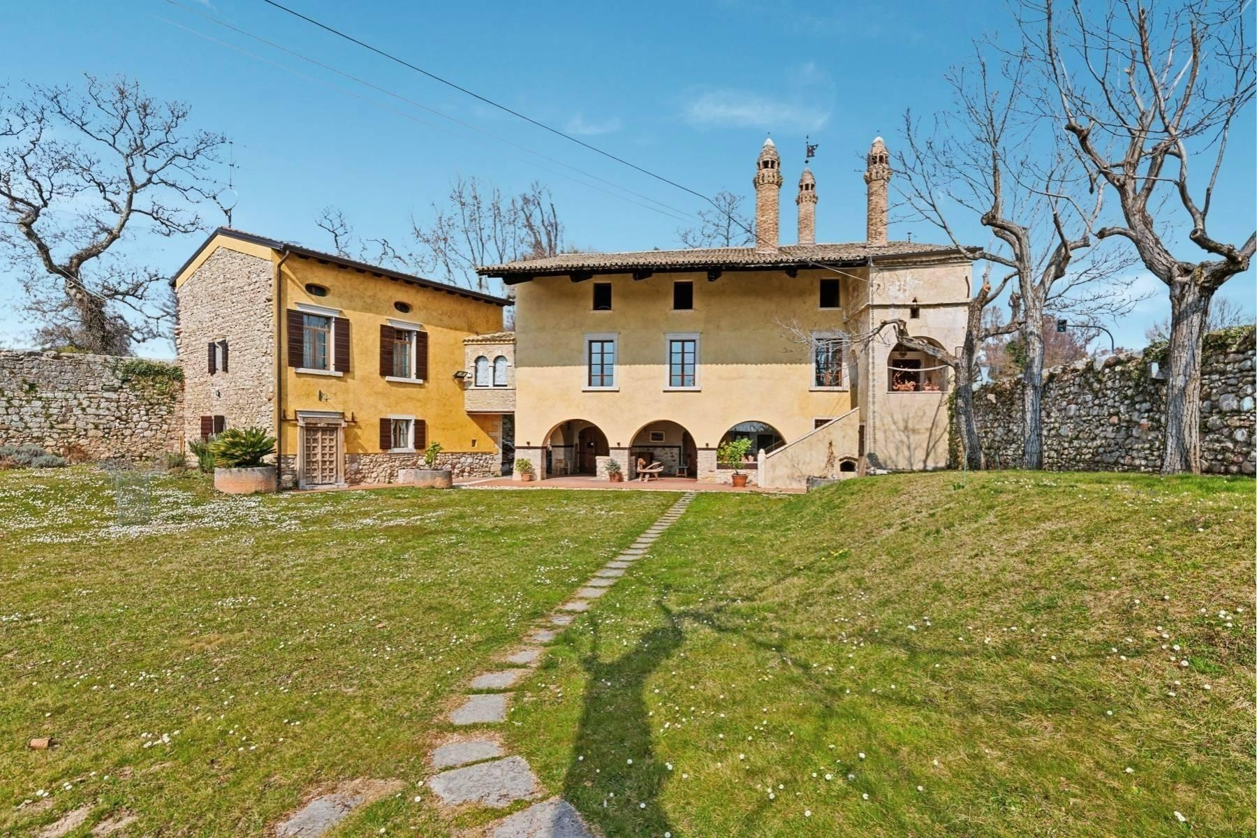 Stunning Venetian Villa of the 15th Century, wtih dependance and wide garden - 1