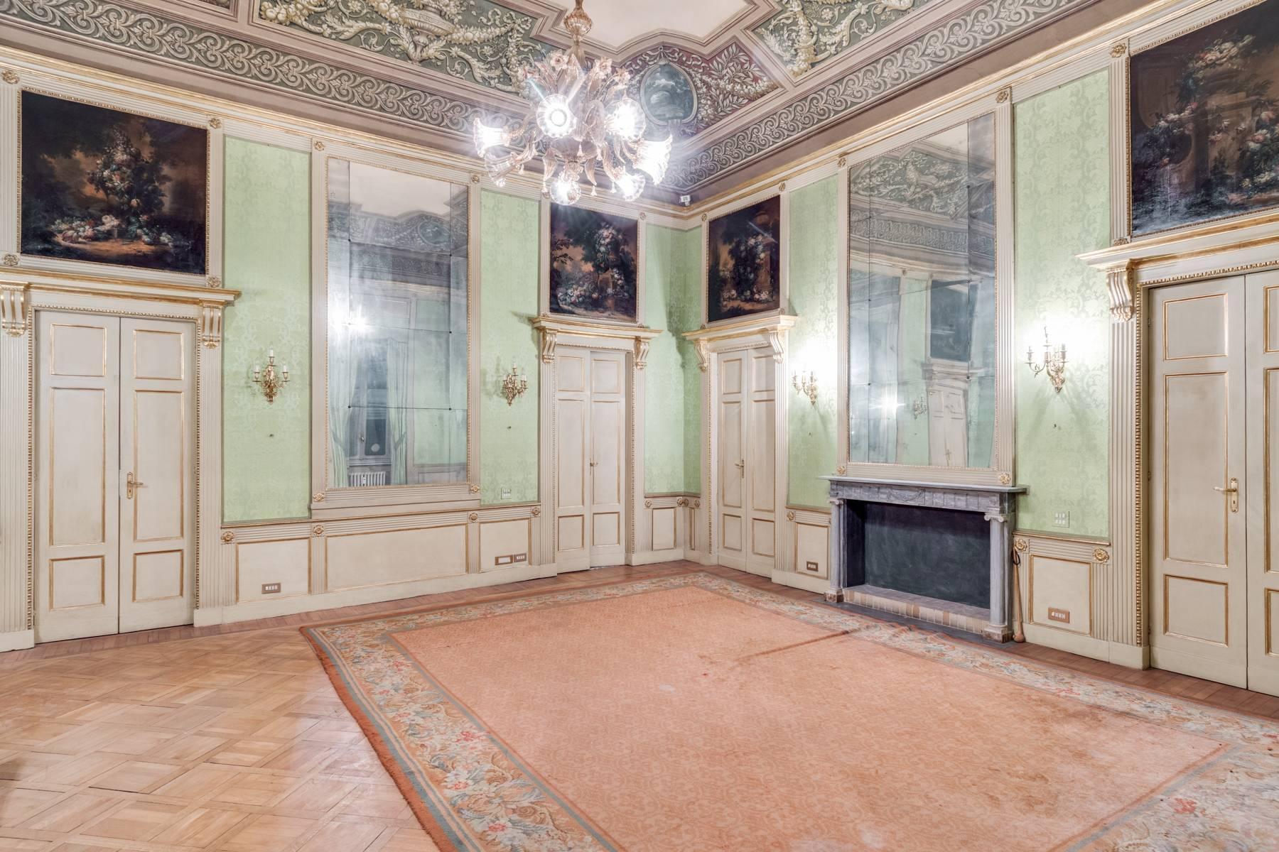 Elegant apartment in historical Palazzo - 9