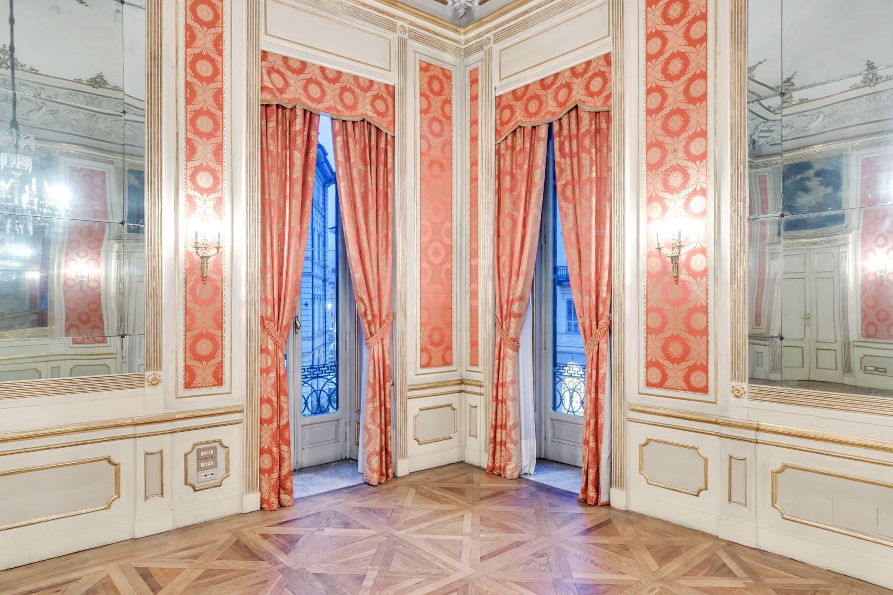Elegant apartment in historical Palazzo - 17