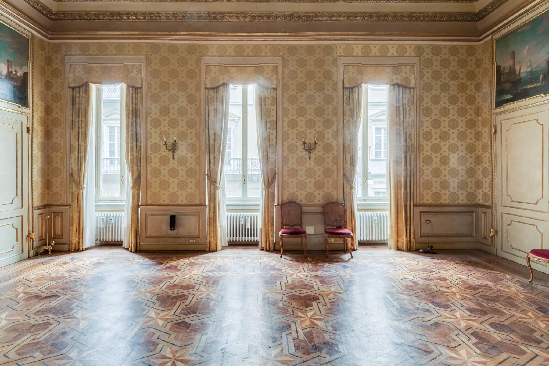 Luxus-Wohnung im historischen Palast - 8