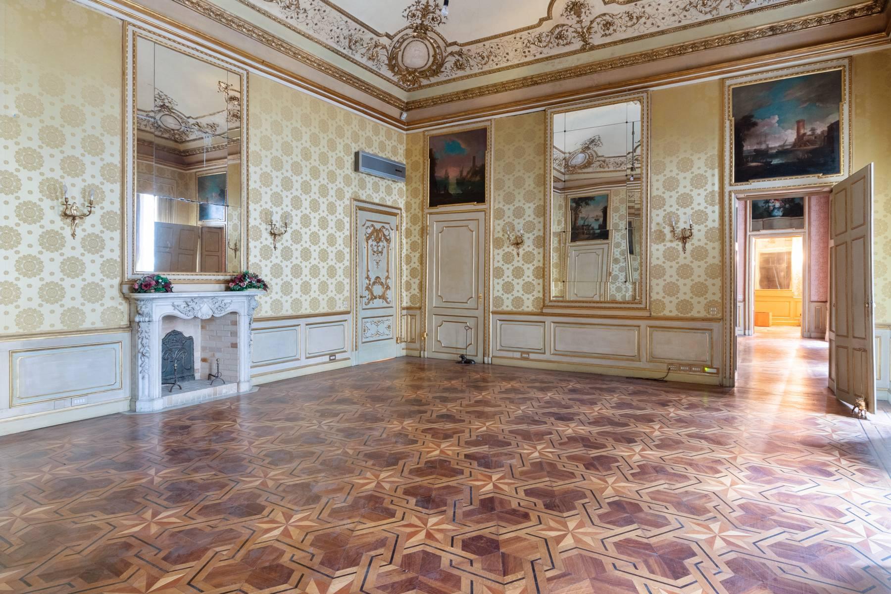 Luxus-Wohnung im historischen Palast - 11