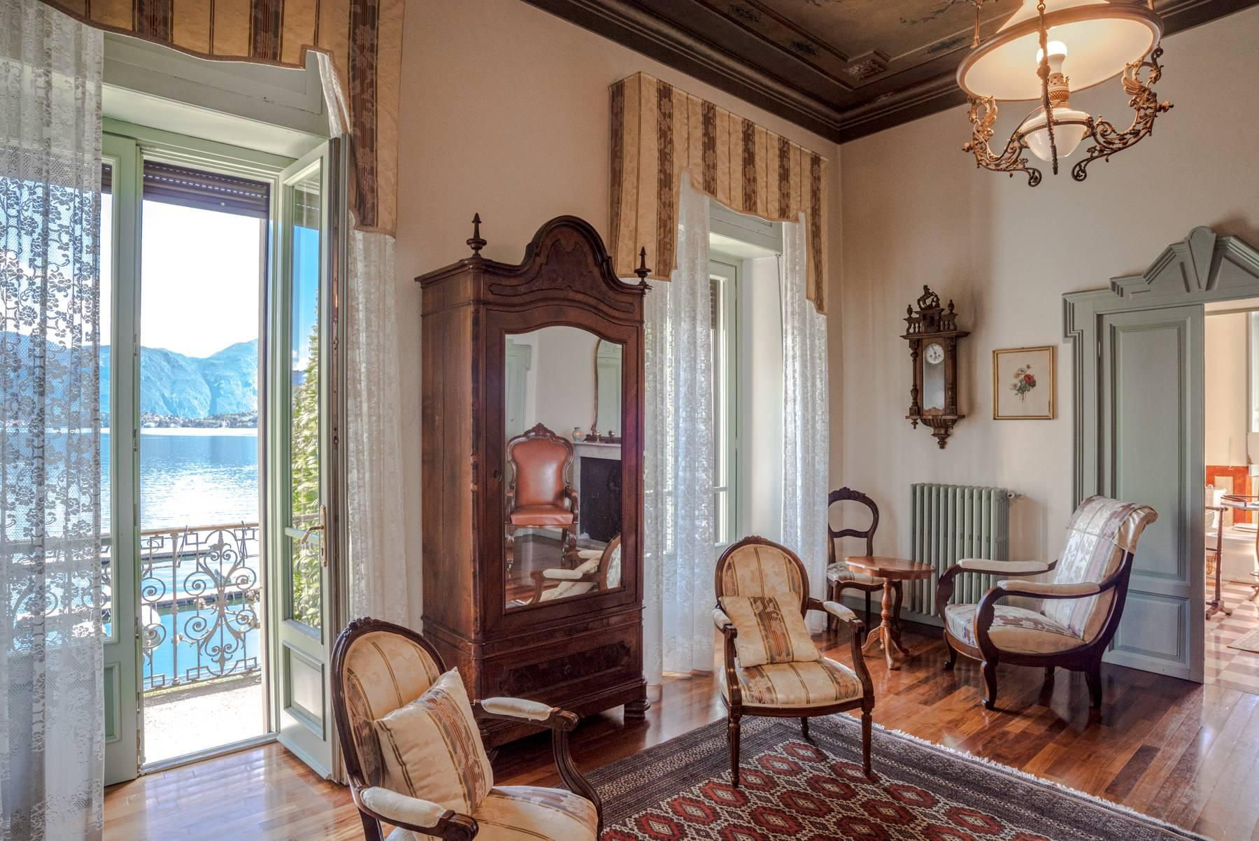 Elegant historic villa directly on the shore of Lake Como - 13