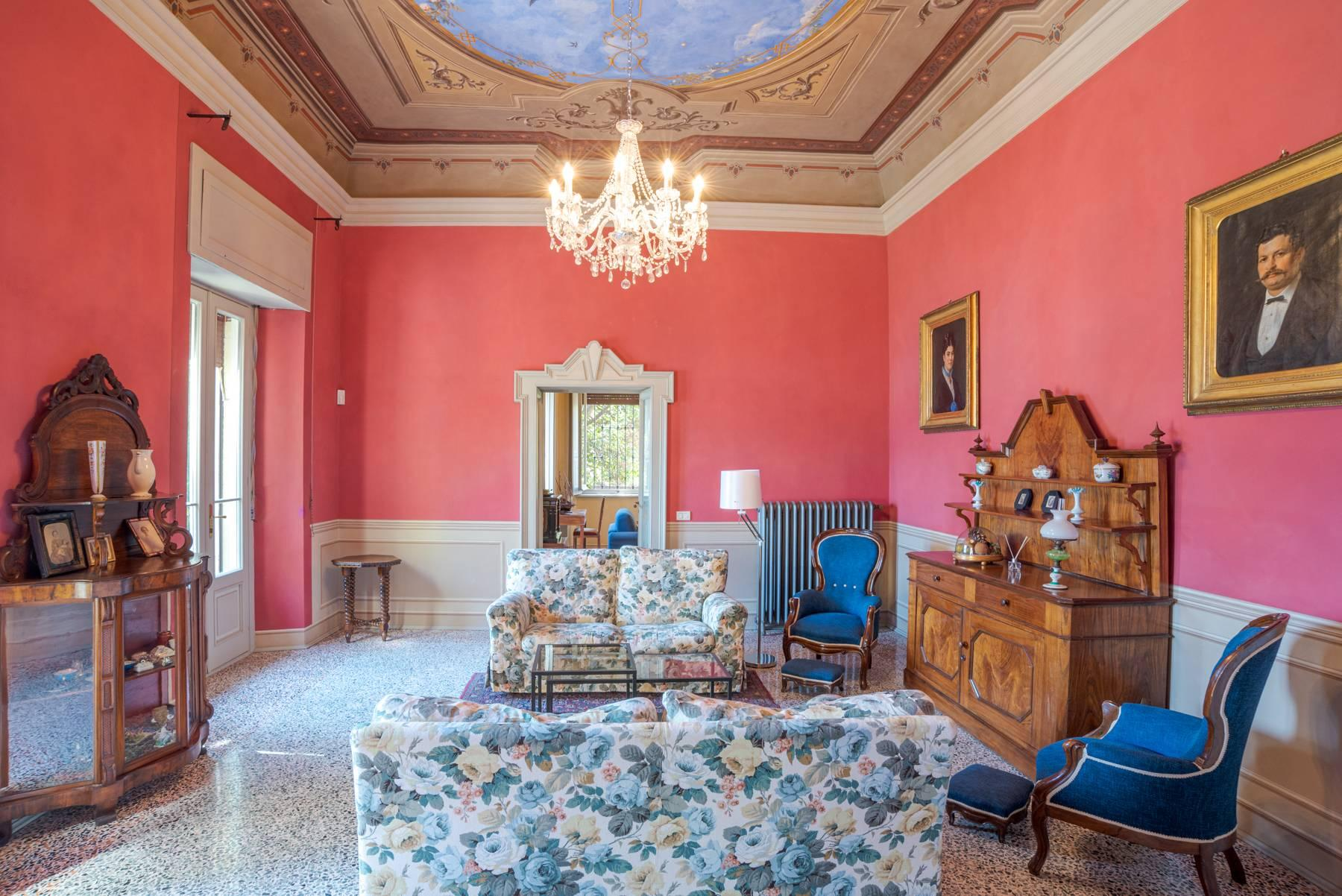 Elegant historic villa directly on the shore of Lake Como - 11