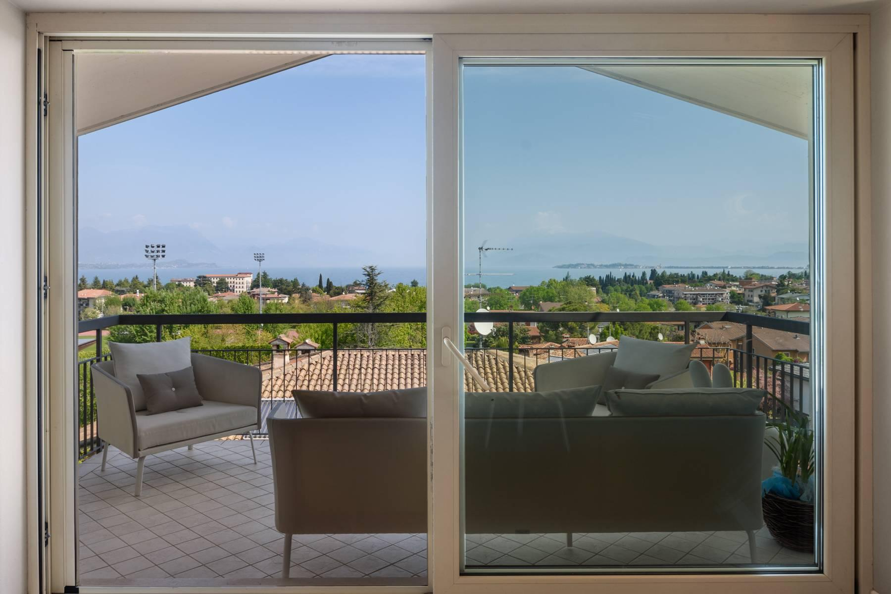 Refined apartment with wonderful view of Lake Garda - 1