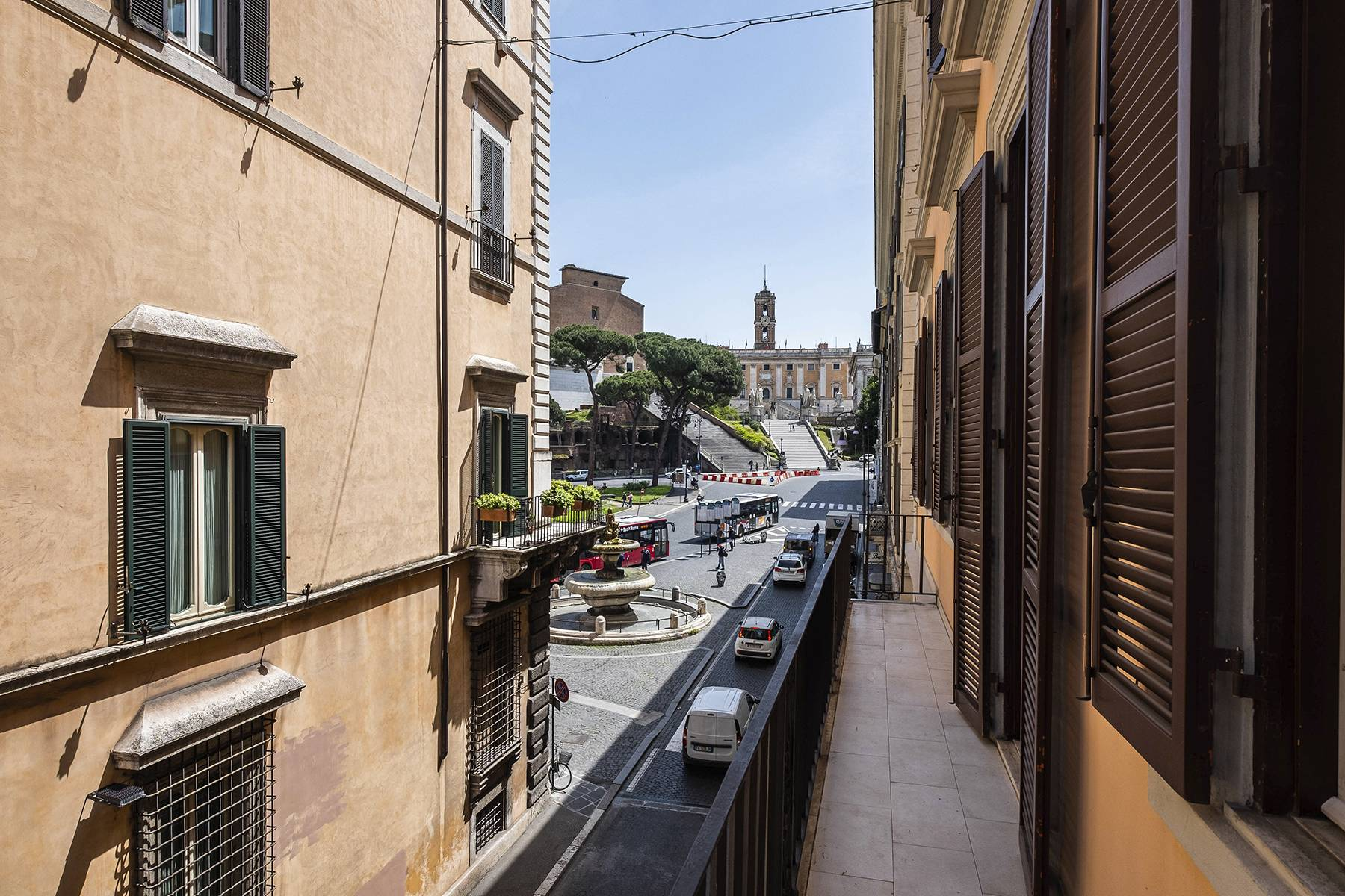 Elegant apartment overlooking the Capitoline hill - 2