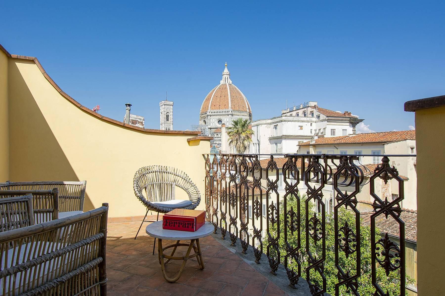Bright apartment with terrace and magnificent views in the historic centre of Florence - 1