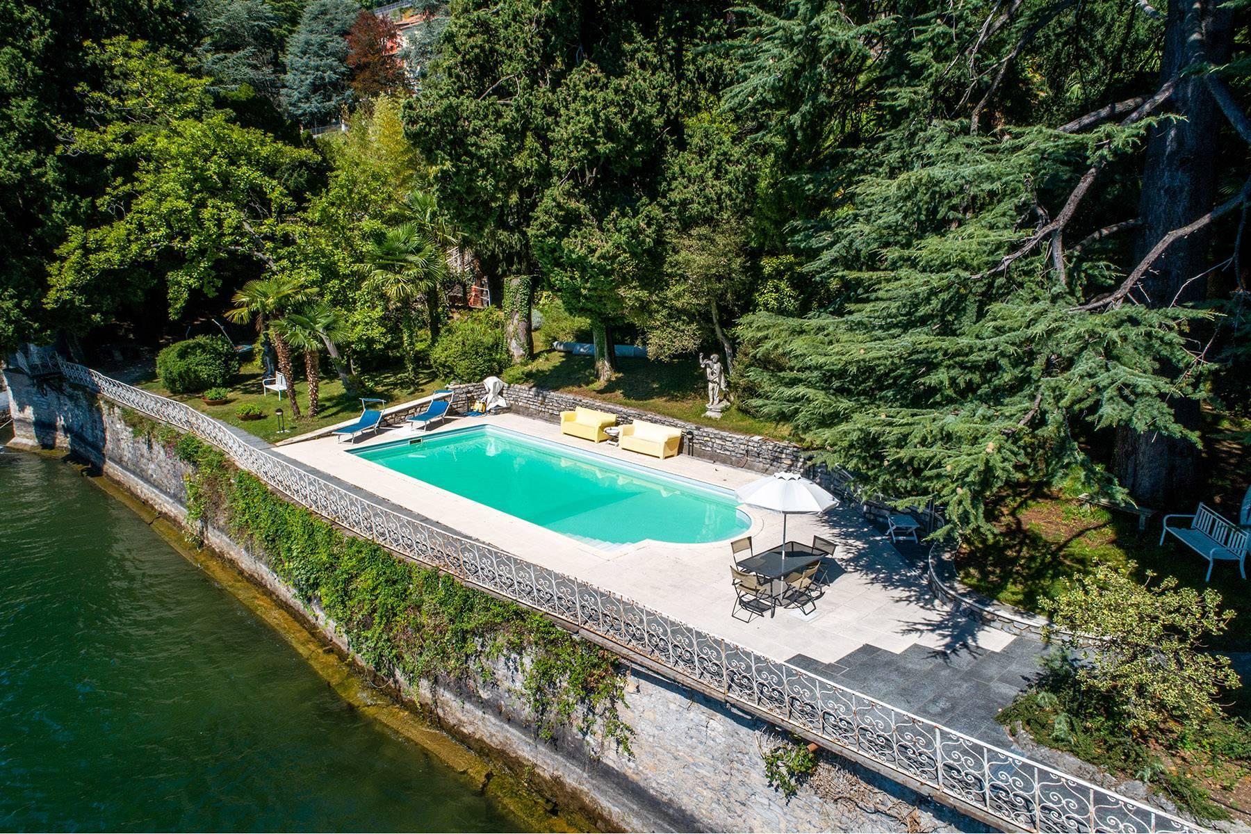 One-of-a-kind, pieds-dans-l'eau villa in Carate Urio - 31