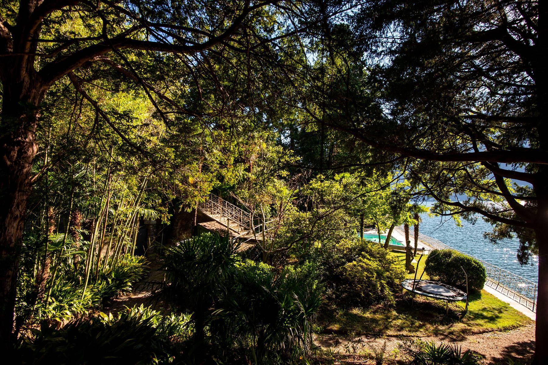 One-of-a-kind, pieds-dans-l'eau villa in Carate Urio - 33