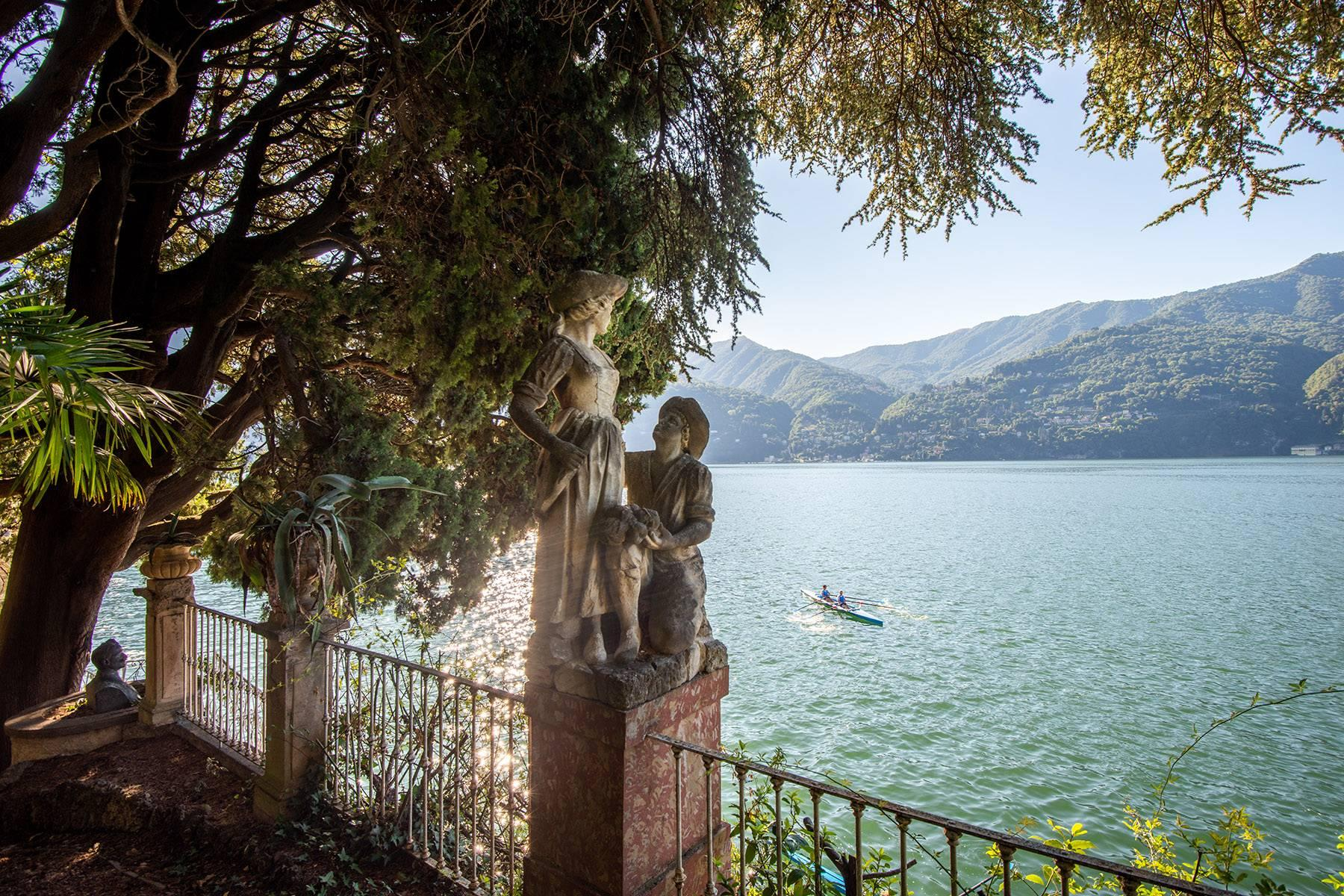 One-of-a-kind, pieds-dans-l'eau villa in Carate Urio - 34
