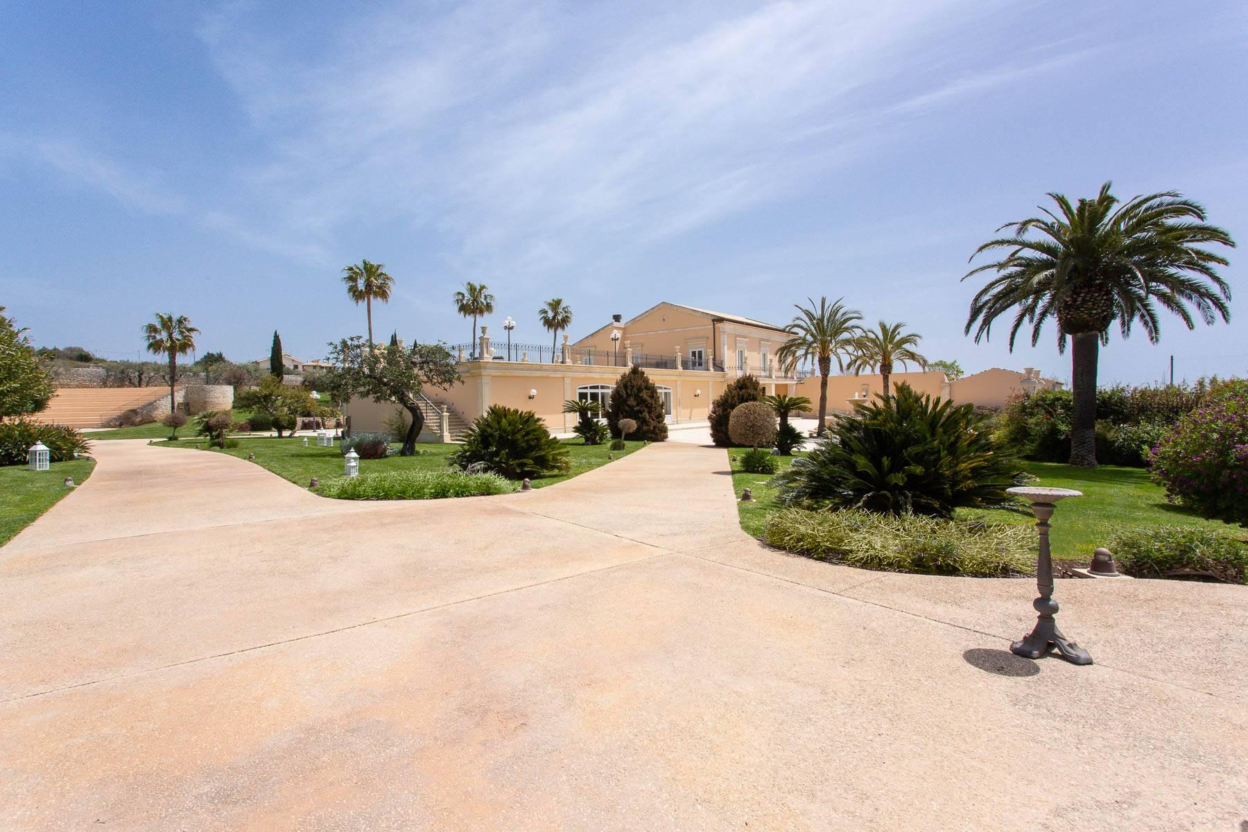 Incomparable villa in the countryside of Modica - 2